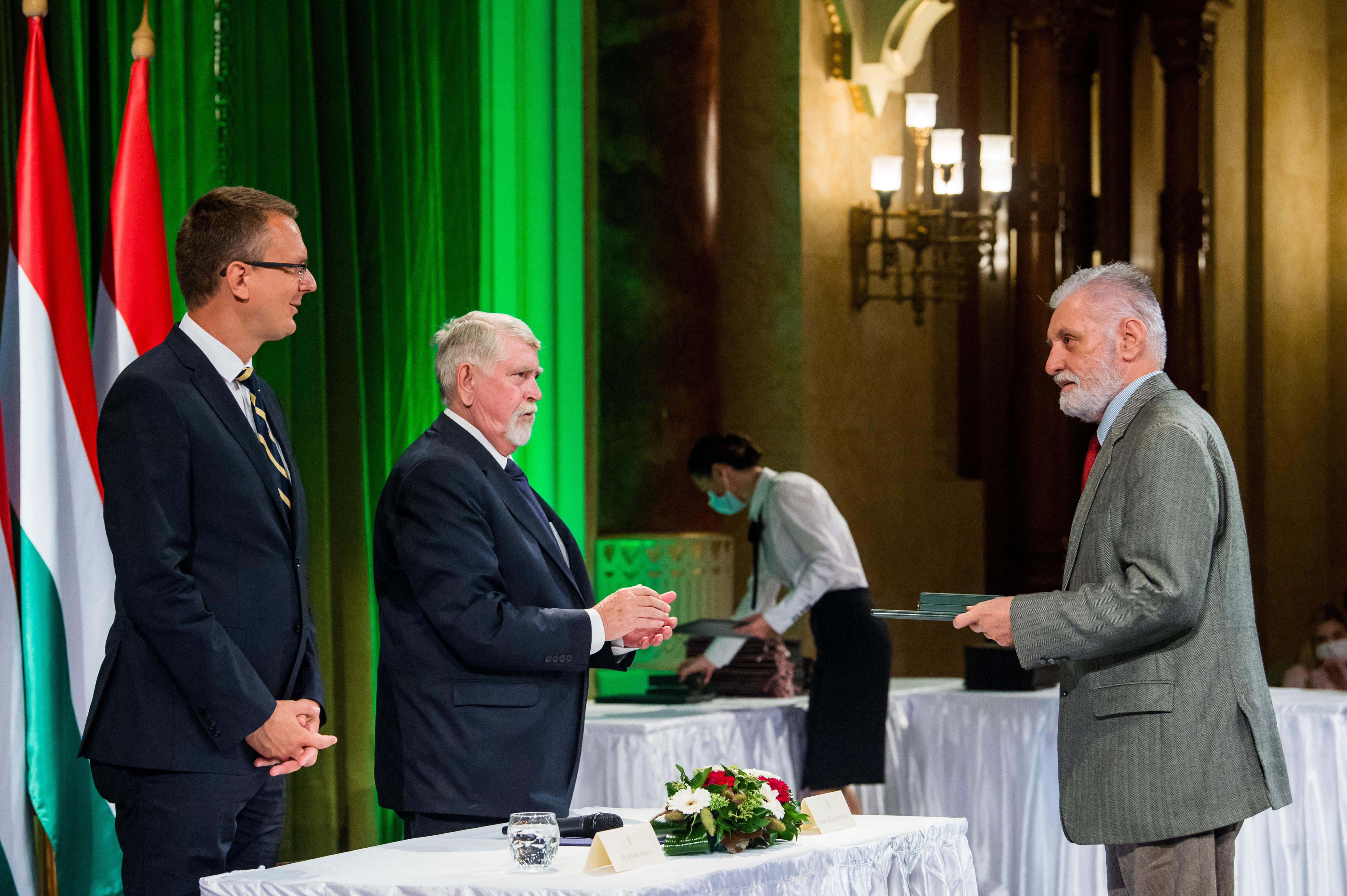 Állami kitüntetést kapott a történész, aki szerint a zsidók kiverték a magyarokat a vagyonukból