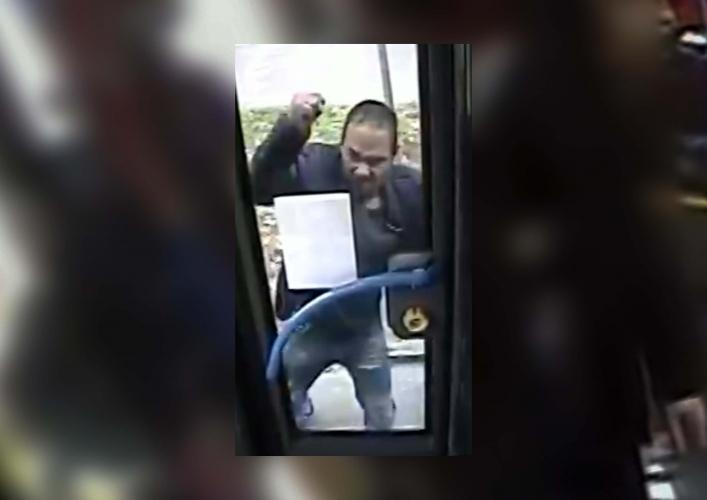 Menet közben próbálta szétfeszíteni a busz ajtaját egy férfi Kőbányán