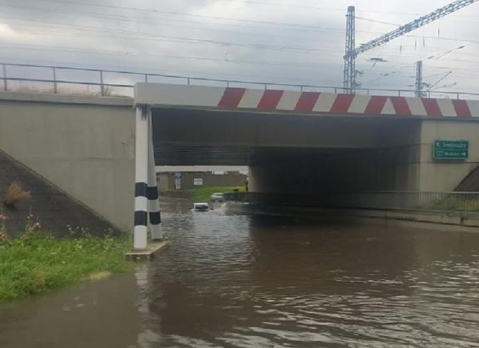 Özönvíz lepte el egy család autóját Sátoraljaújhelyen