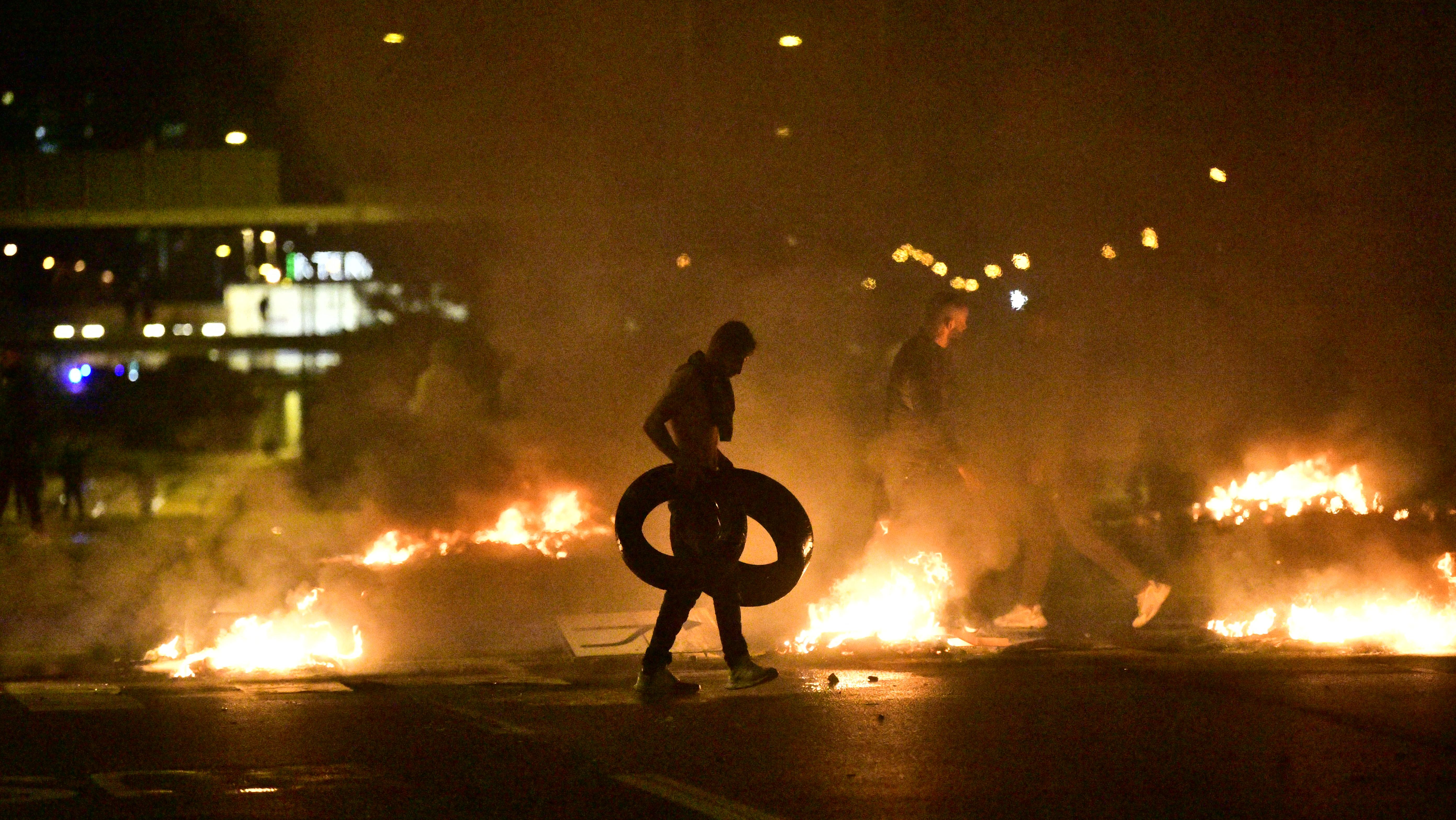 Zavargások kezdődtek Malmőben, miután szélsőjobboldali aktivisták felgyújtottak egy Koránt