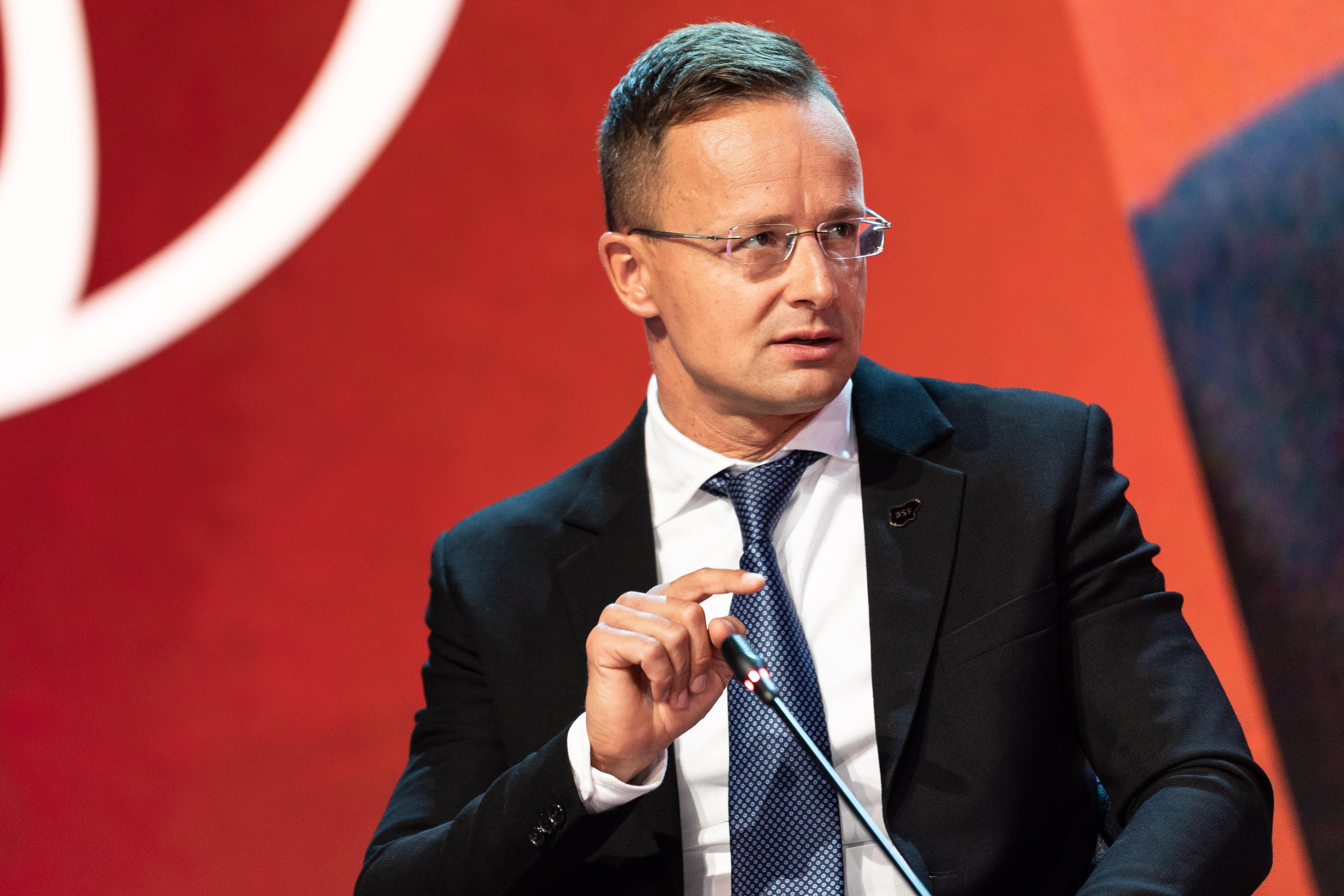 Szijjártó megkérdezte, milyen büntetést kapott a válogatott müncheni Eb-meccsén szivárványos zászlóval berohanó férfi