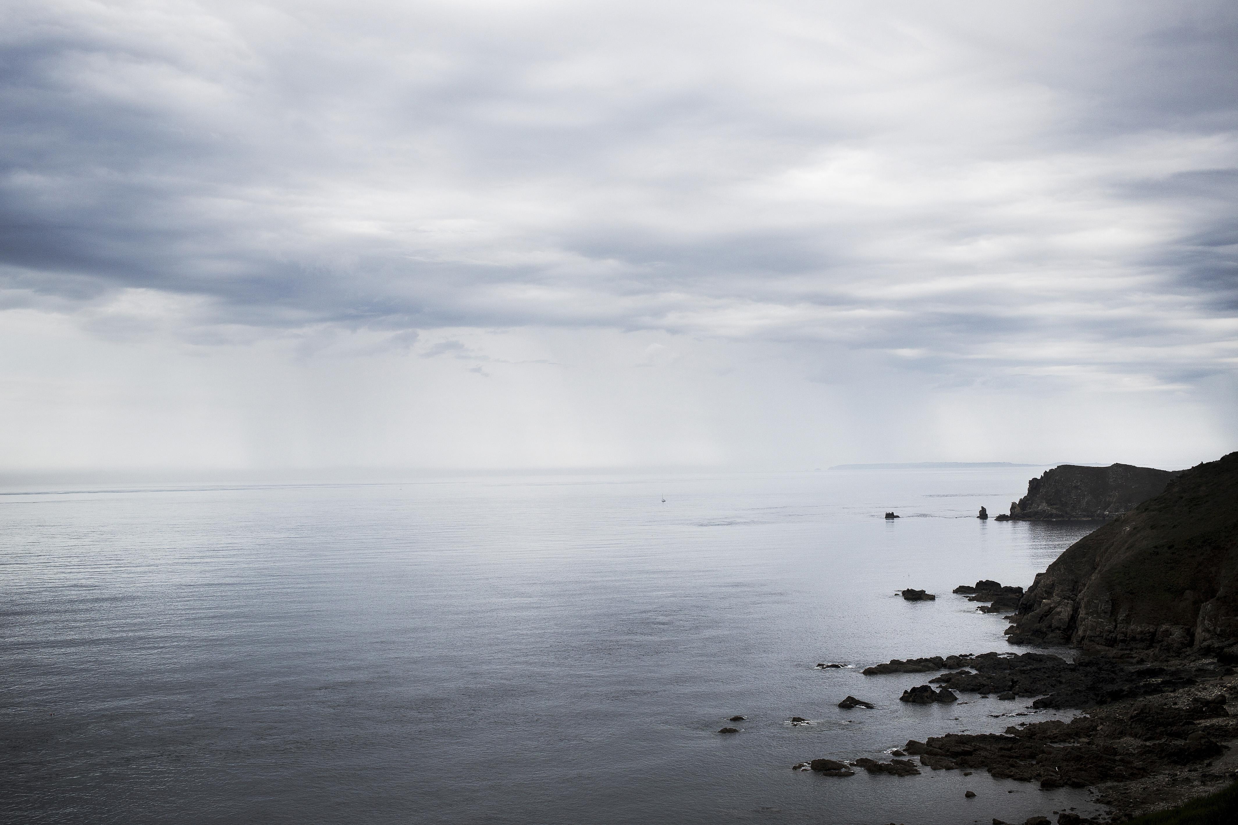 Egyedül vágott neki a La Manche-csatorna átúszásának, nyolc órás keresés után találtak rá