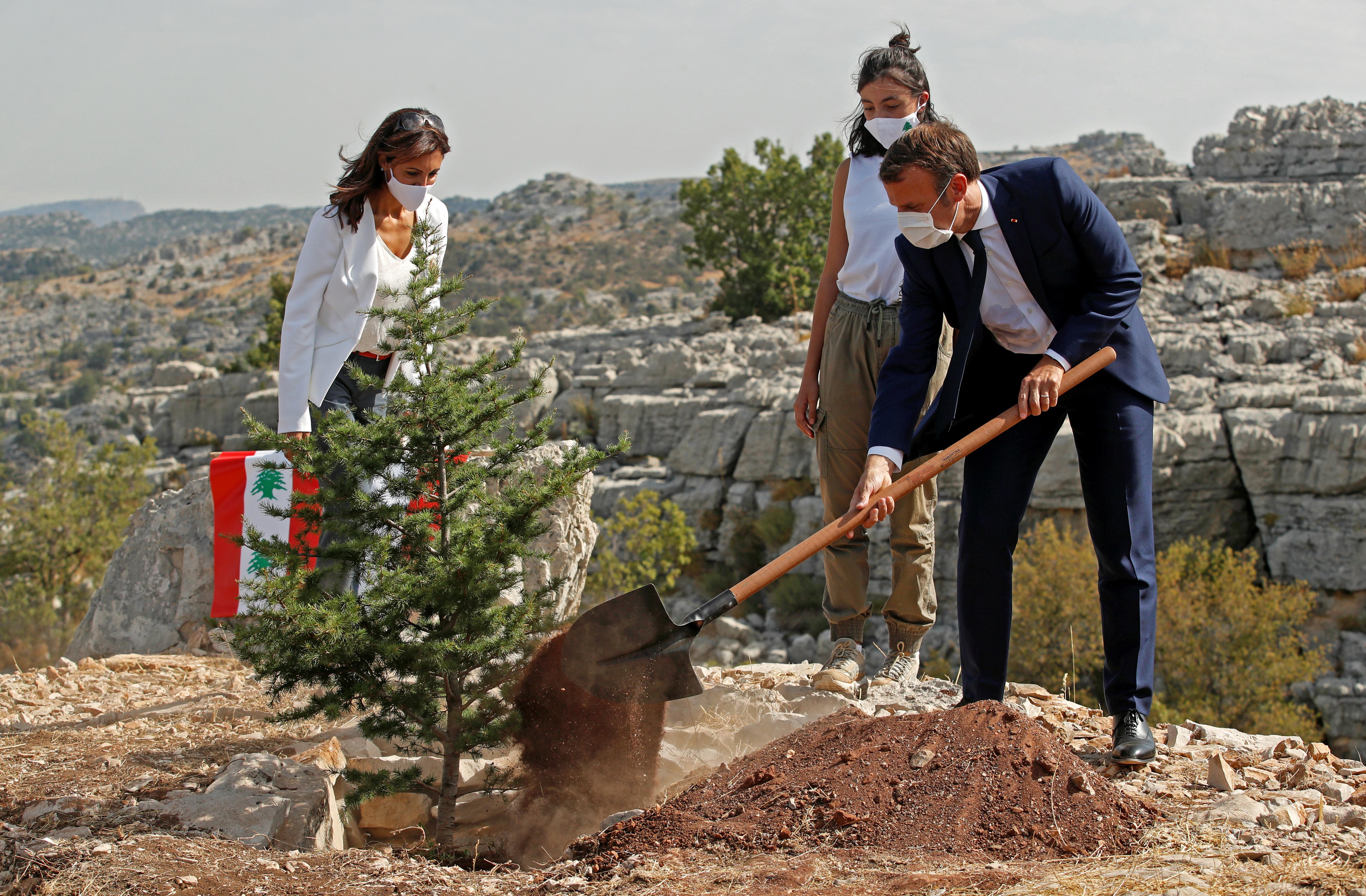 Macron ismét Libanonba ment, hogy új kormány megalakítását sürgesse