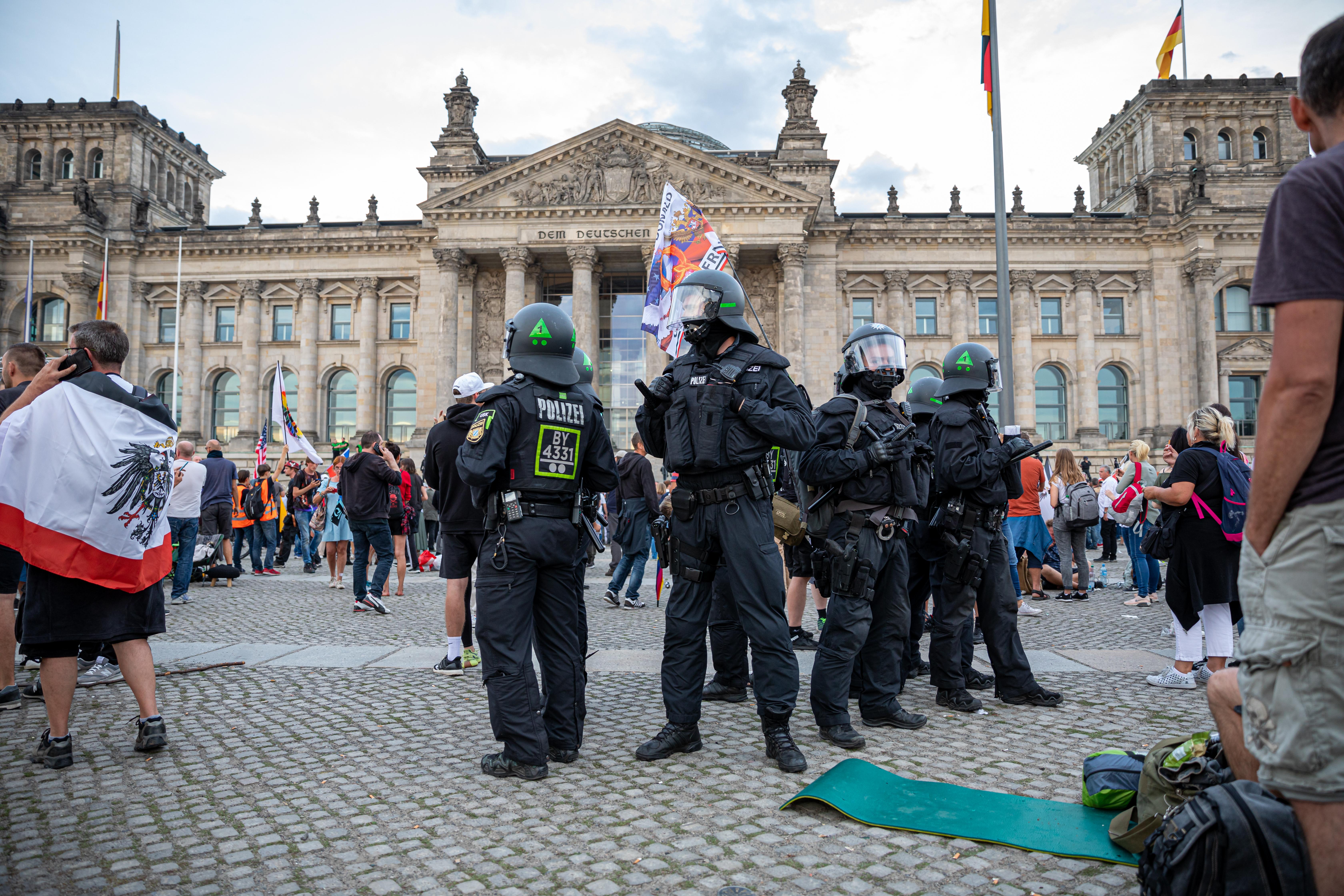 Felfüggesztettek 29 német rendőrt, mert neonáci propagandát terjesztettek chatcsoportokban