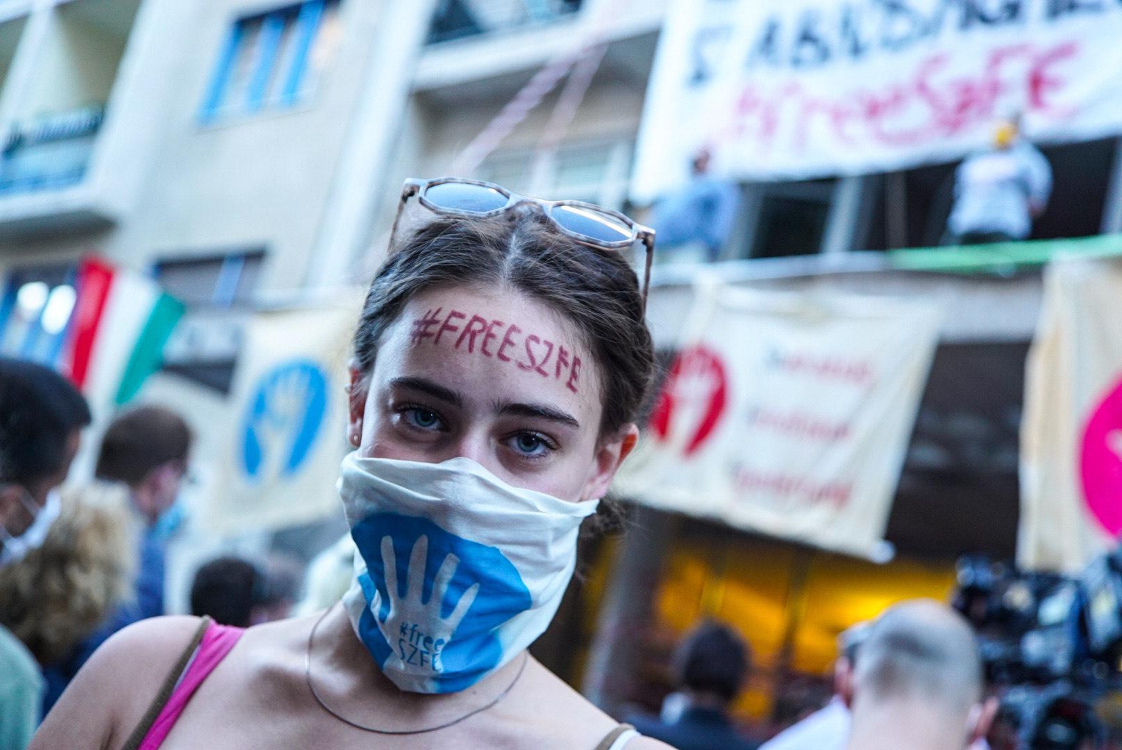 Az egyetemfoglalás 63. napja: tárgyalásra hívták Palkovicsot az SZFE polgárai