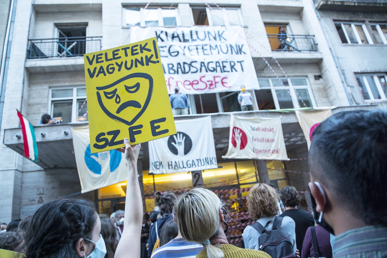 Öt ország rektori konferenciája sürgeti a kormányt, hogy állítsa vissza az SZFE autonómiáját