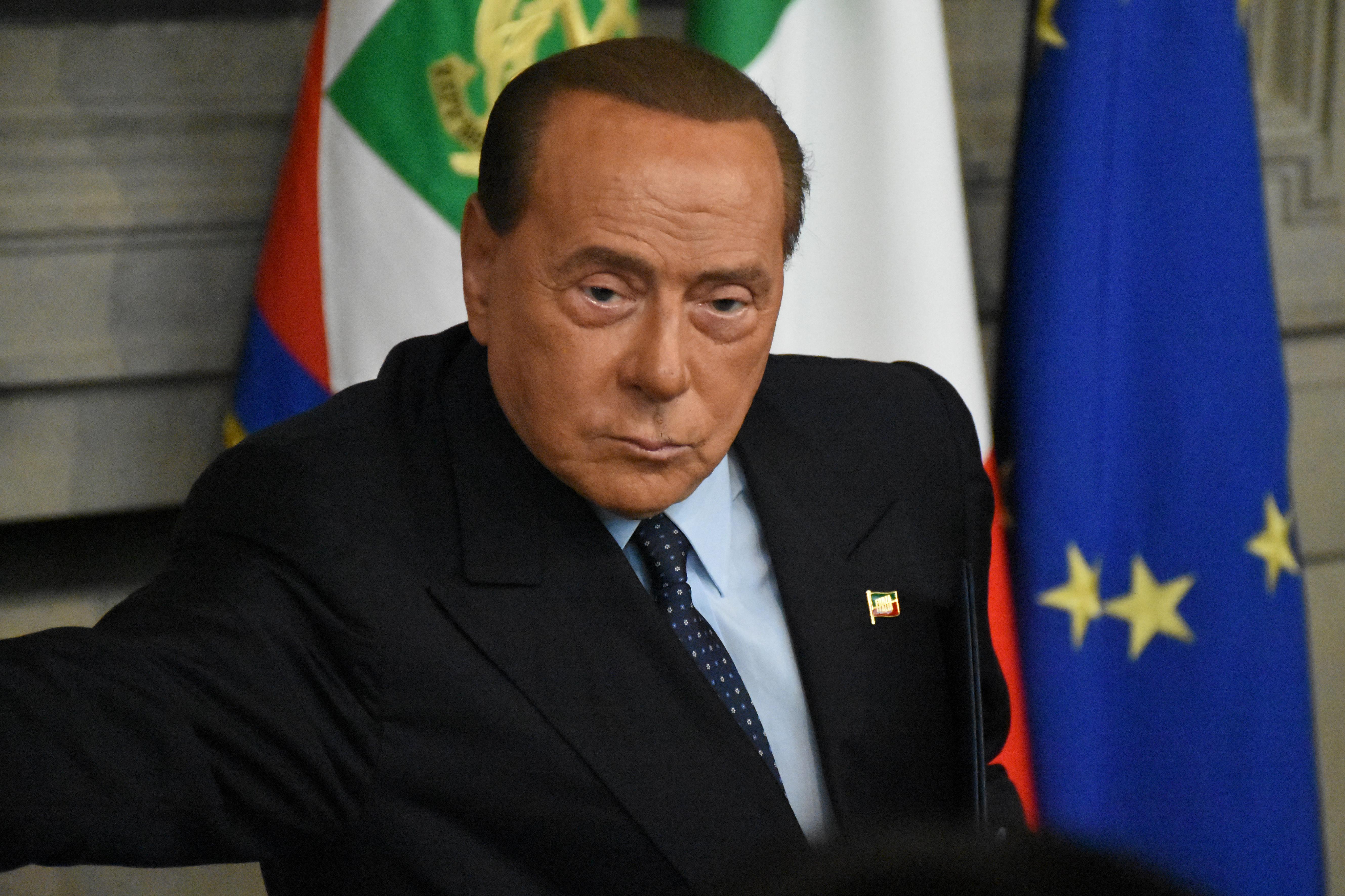 Berlusconi kétoldali tüdőgyulladással került kórházba, miután kimutatták nála a koronavírust
