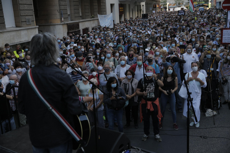Tüntettek az SZFE függetlenségéért, az oktatás és a kultúra szabadságáért