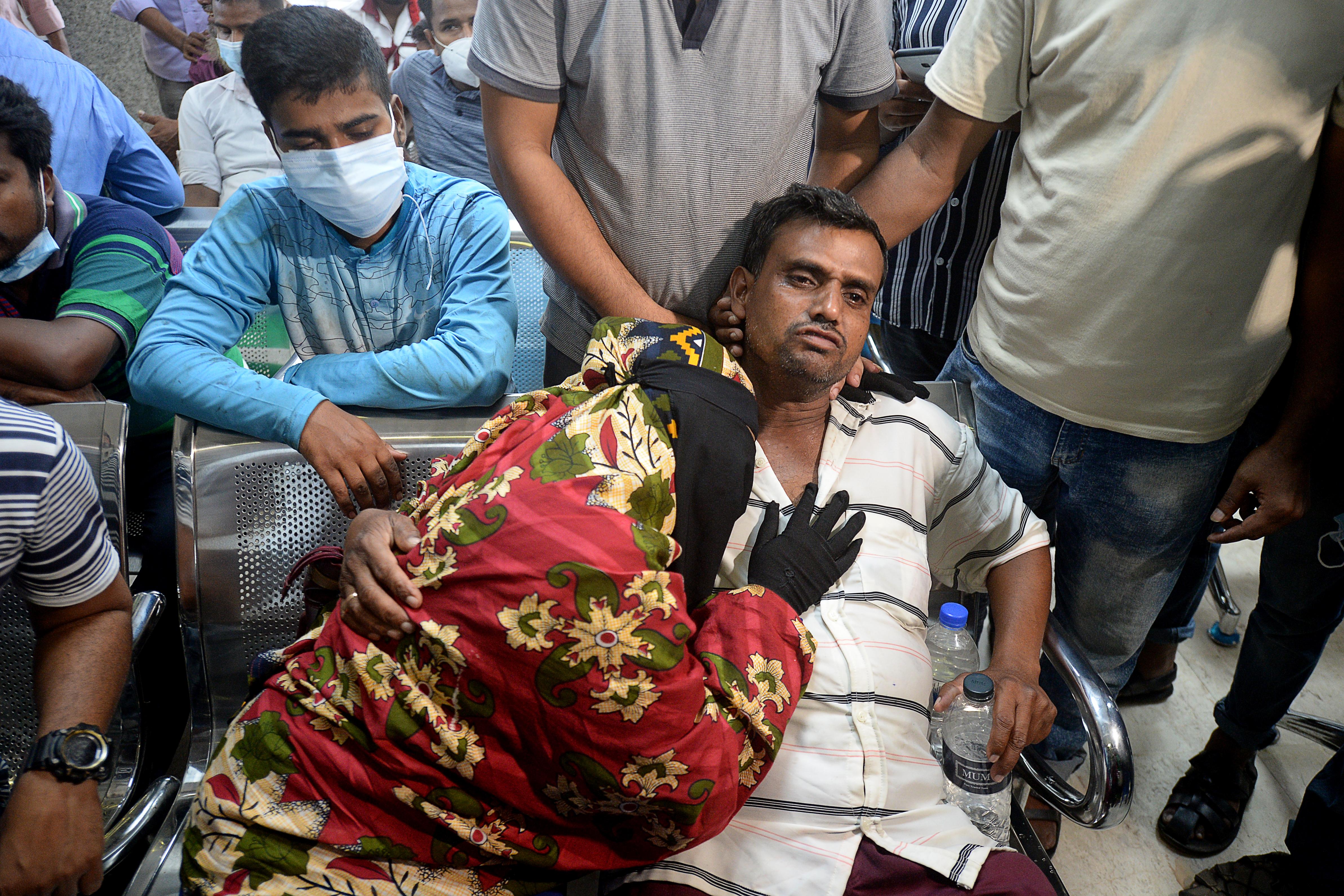 Legalább 13 ember veszett oda a bangladesi mecsettűzben