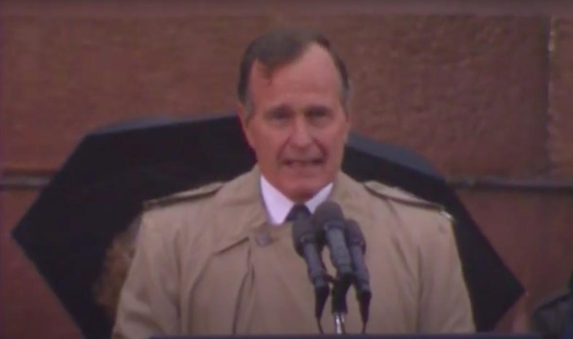 Szobrot kap idősebb Bush elnök Budapesten