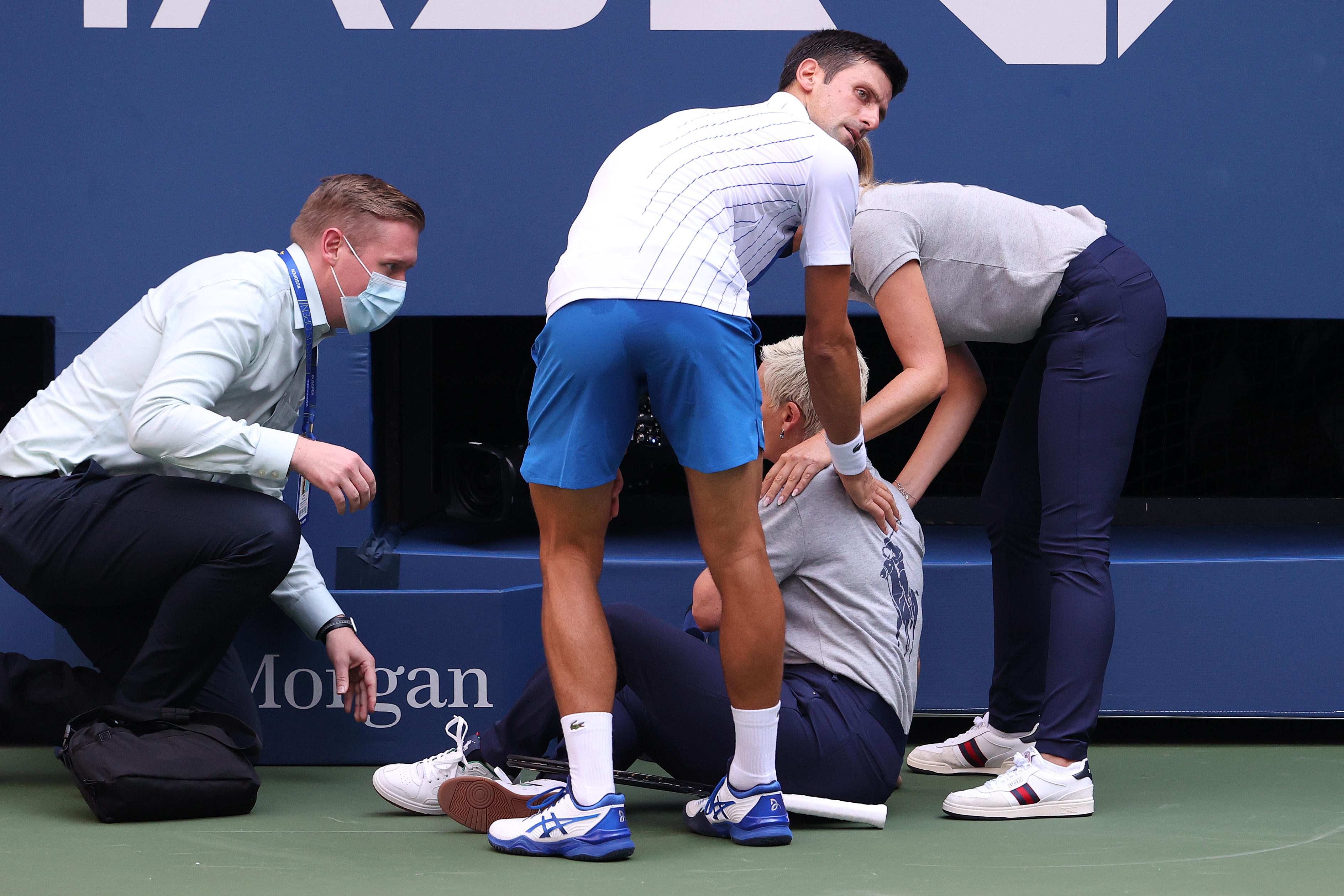 Dühből eltalált egy vonalbírót, leléptették Djokovicsot a US Openen