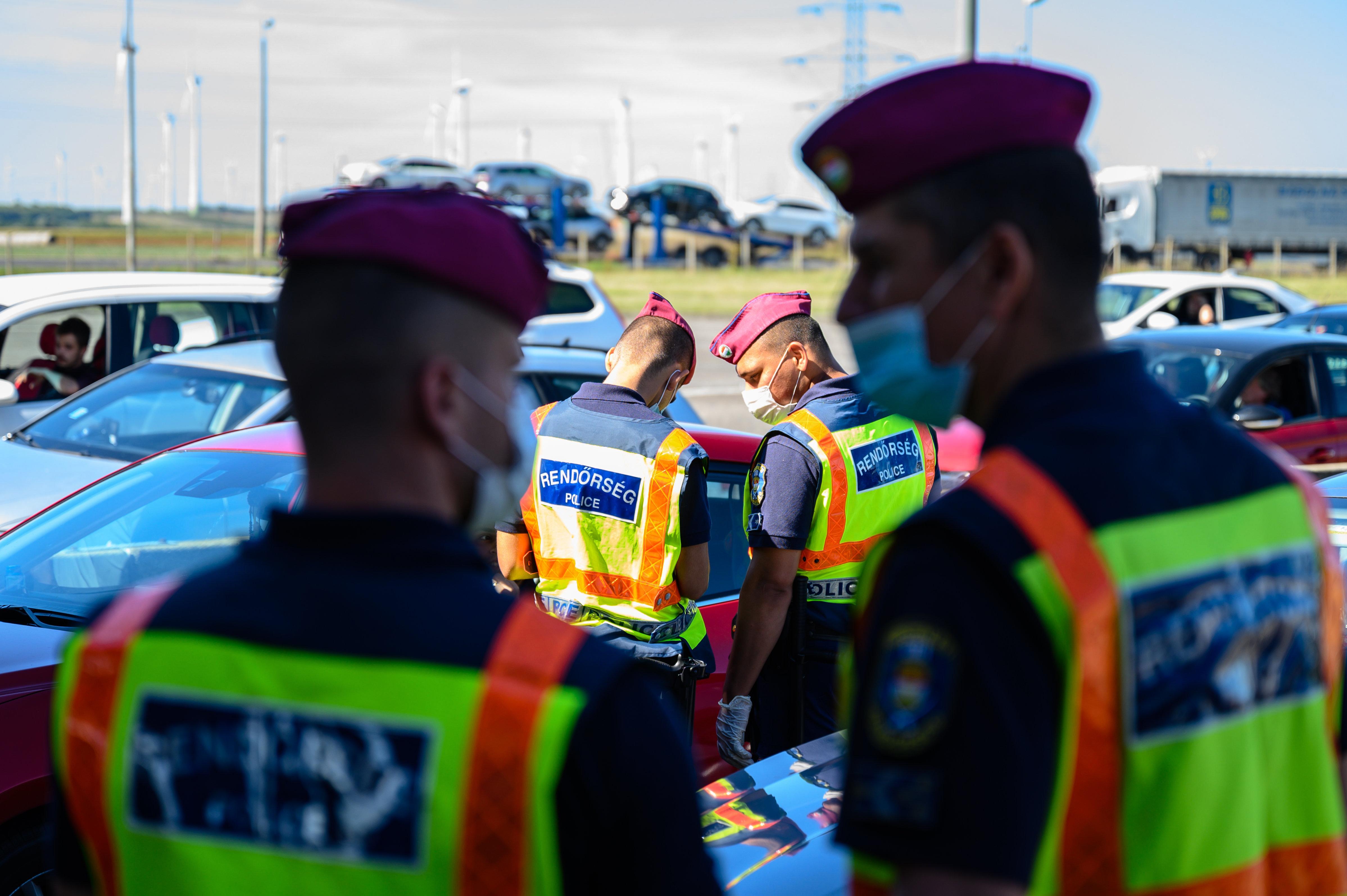 A rendőröknél 147, a katasztrófavédelemnél 21, a börtönökben pedig 99 koronavírusos van