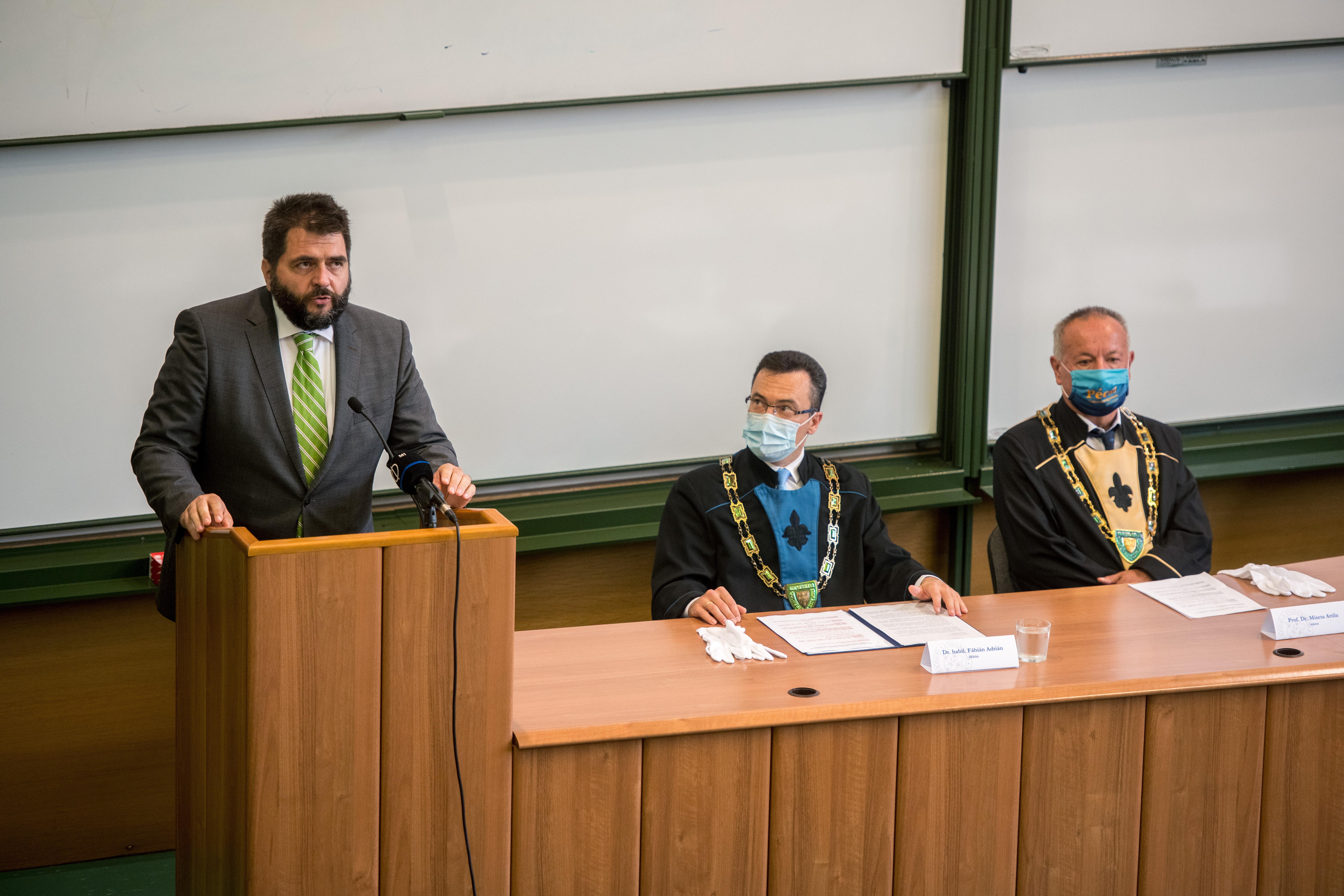 Hajas Barnabás volt igazságügyi államtitkár a Kúria bírája lehet, pedig sosem volt ítélkező bíró