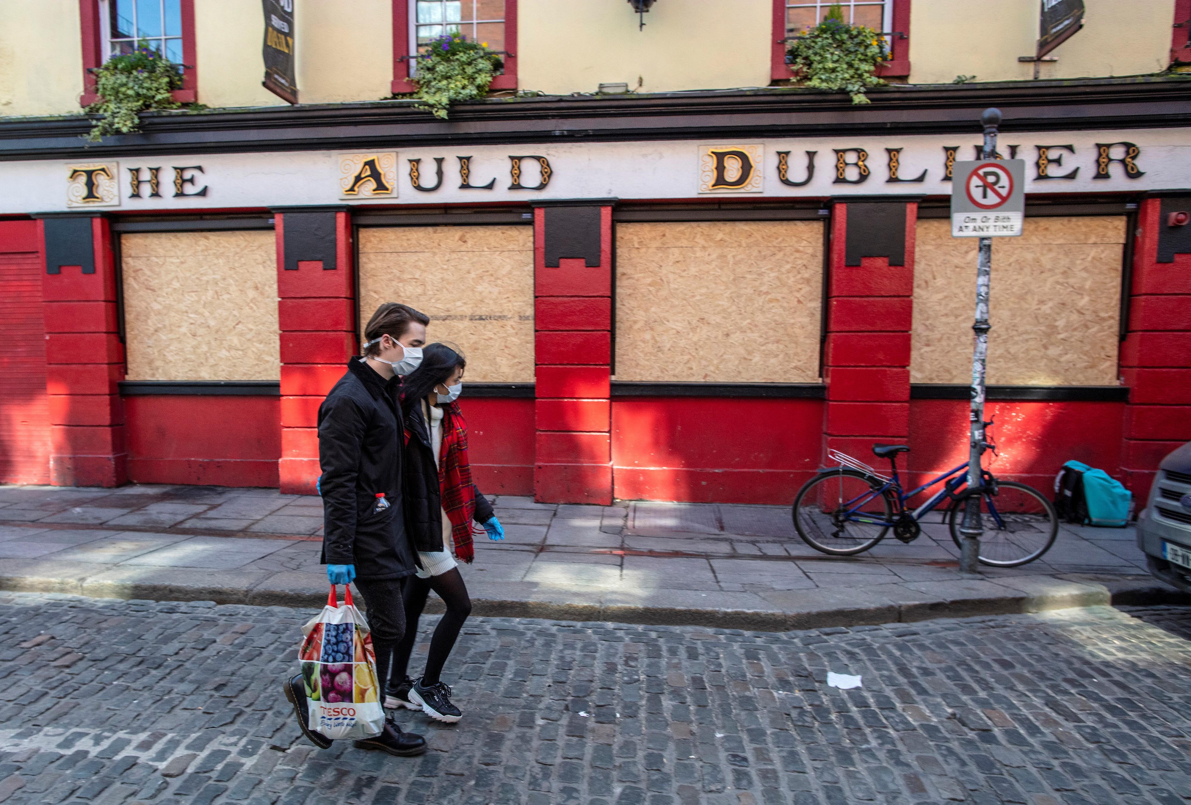 Írországban csak most fontolgatják, hogy újranyissák a kocsmákat