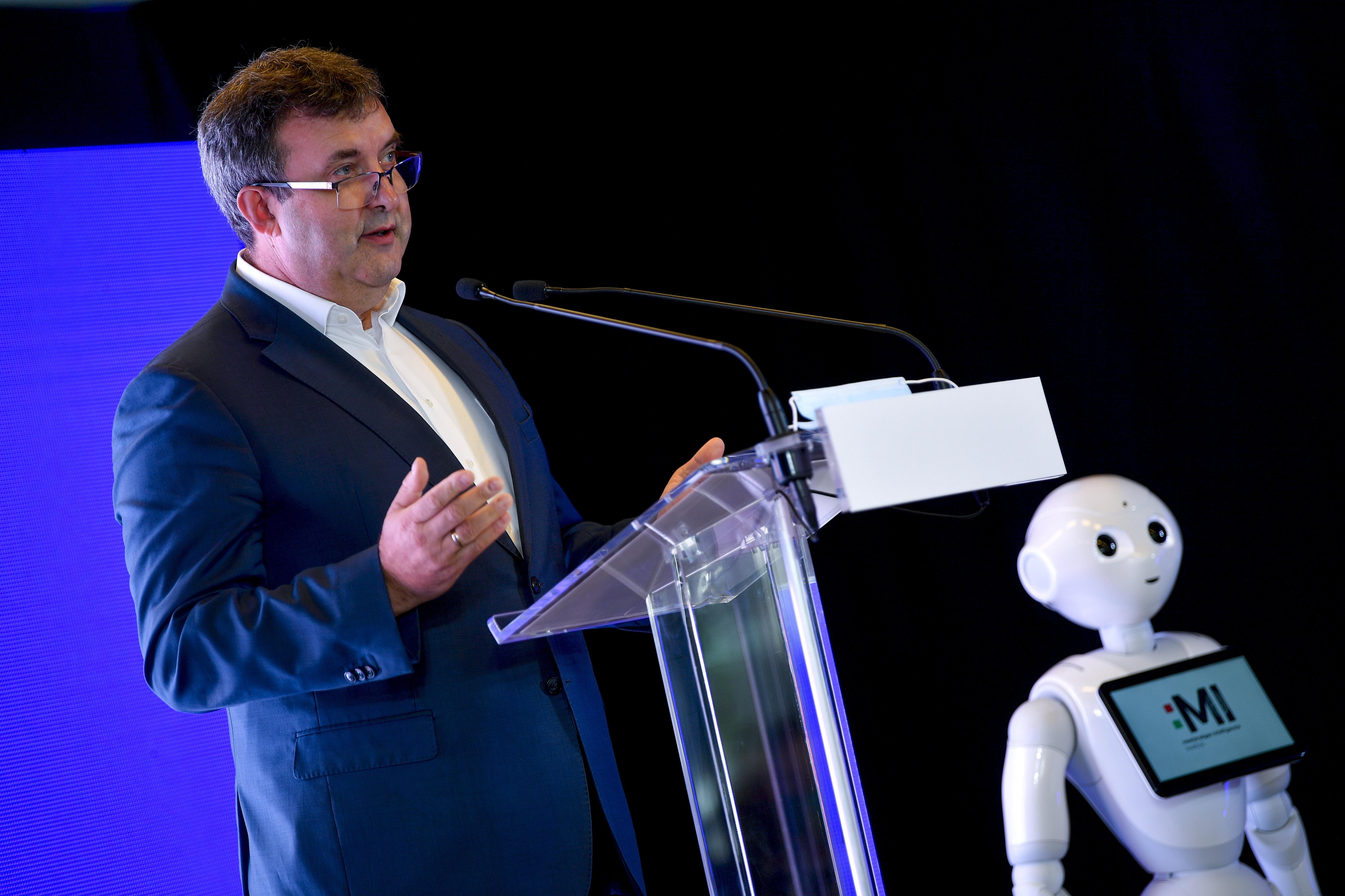 Palkovics: Magyarország élni kíván a mesterséges intelligencia adta lehetőségekkel
