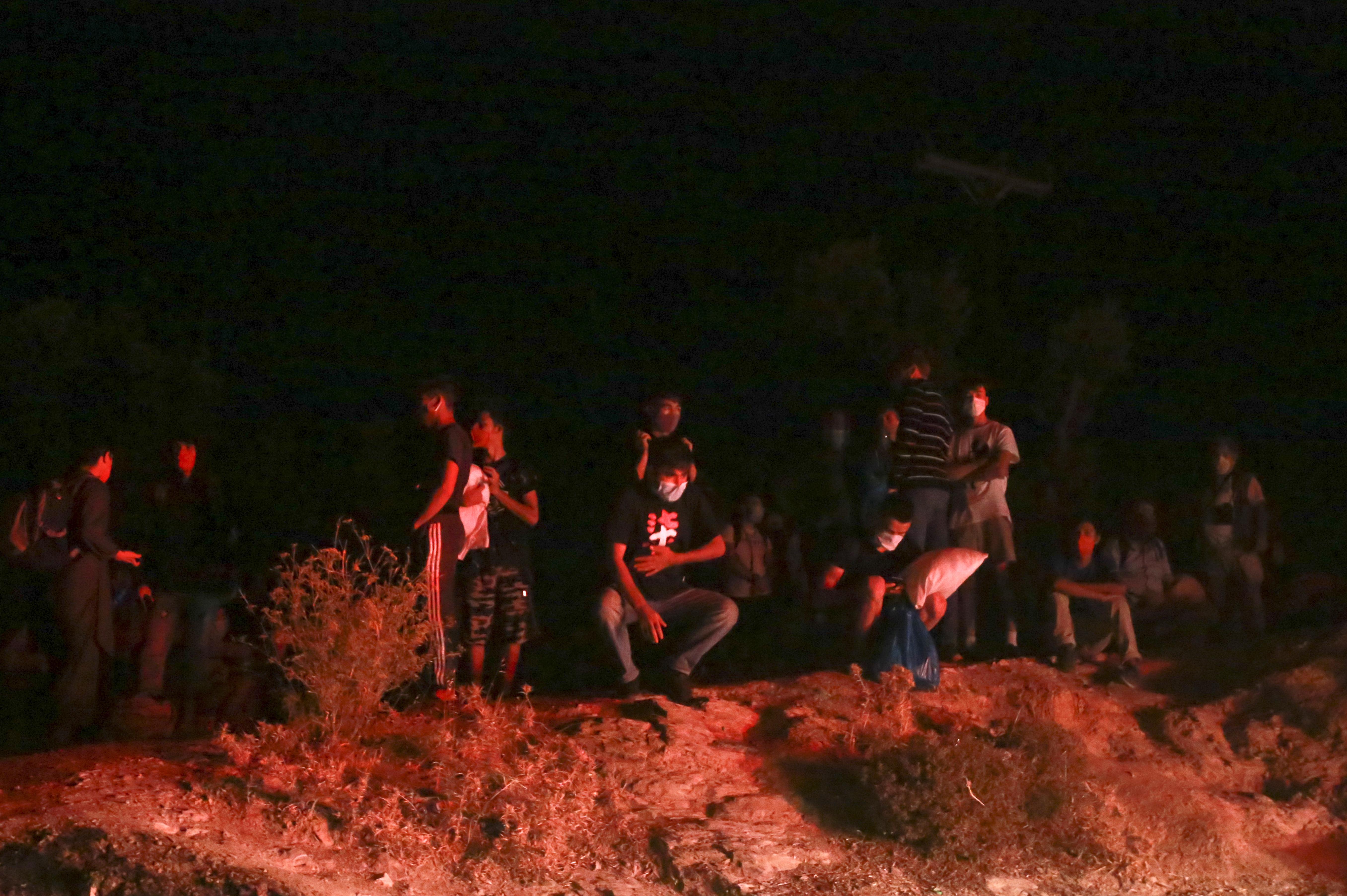 Az Európai Unió feladata, hogy segítsen a leégett leszboszi tábor menekültjein