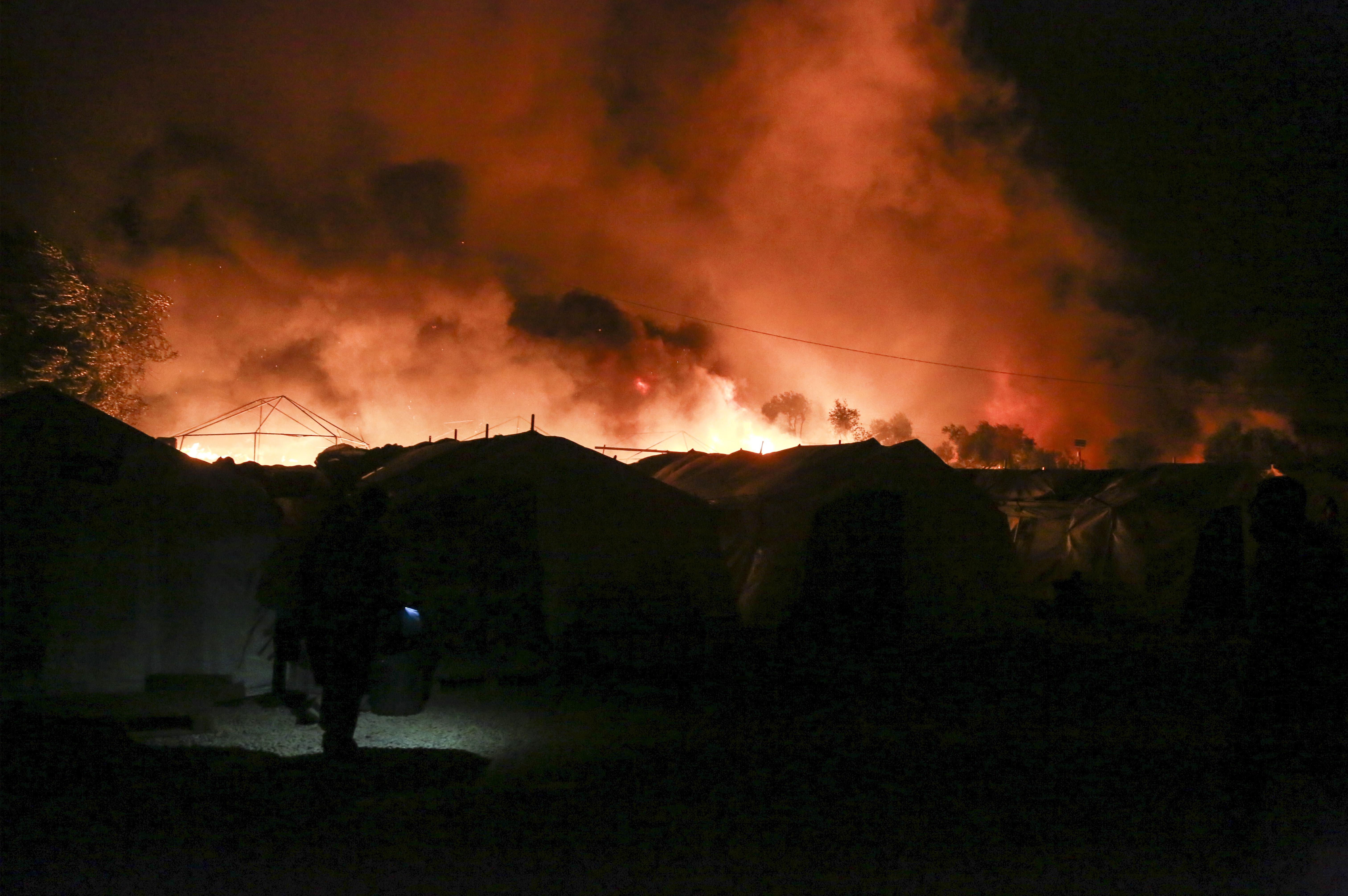 Hatalmas tűz ütött ki a leszboszi menekülttáborban