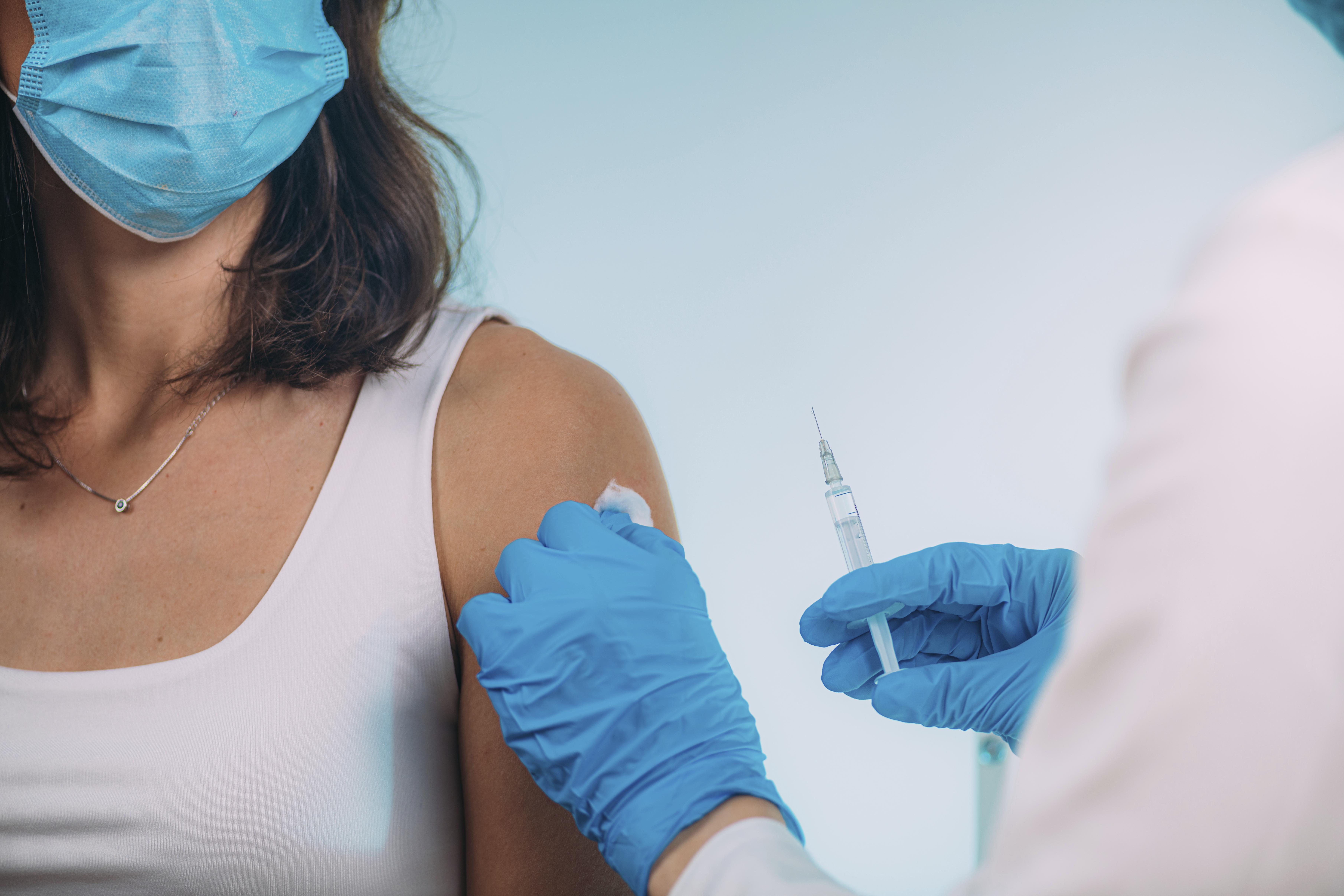 A vakcinától még nem lesz egy csapásra minden rendben