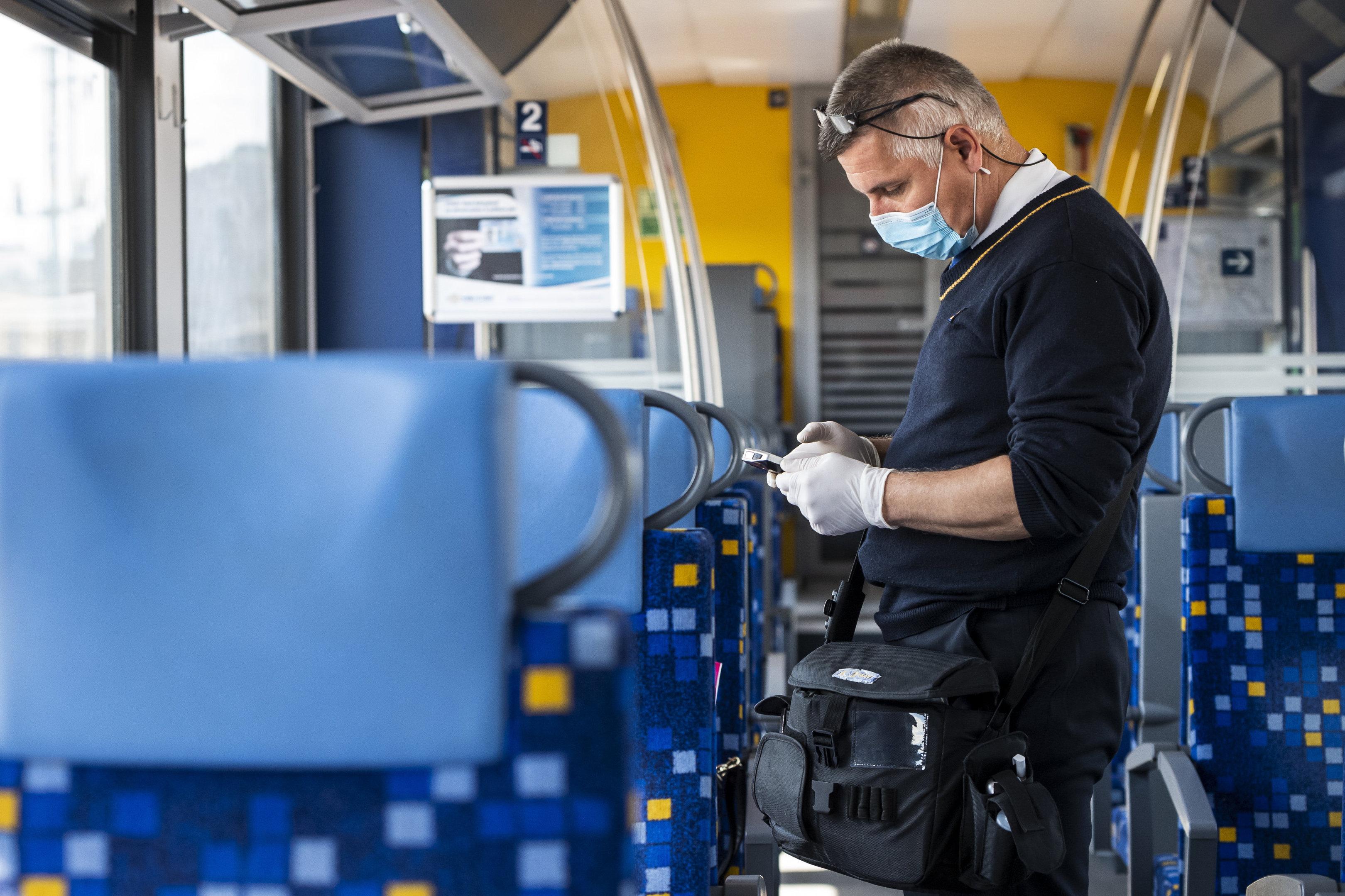 Szeptember közepétől leszállítják a vonatról, aki nem visel maszkot