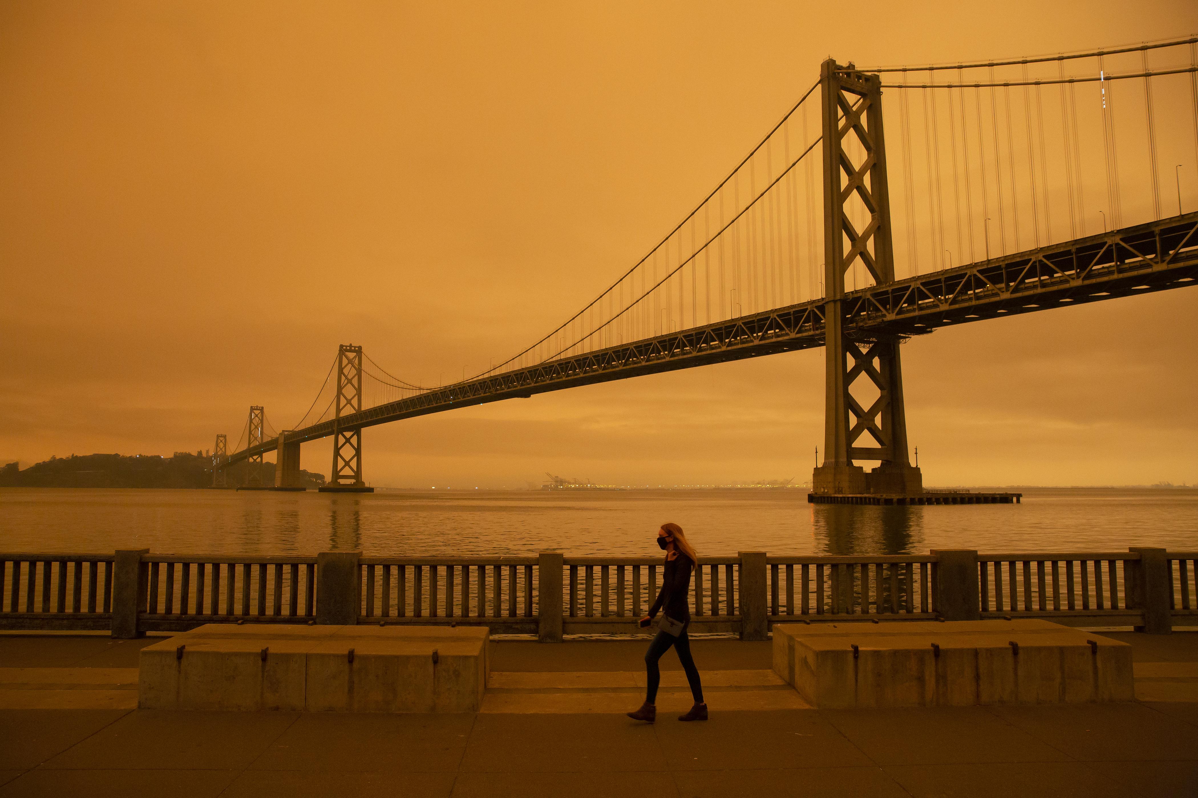 """""""Mintha eljött volna a világvége"""" - San Franciscóban nem látni a Napot a bozóttüzek miatt"""