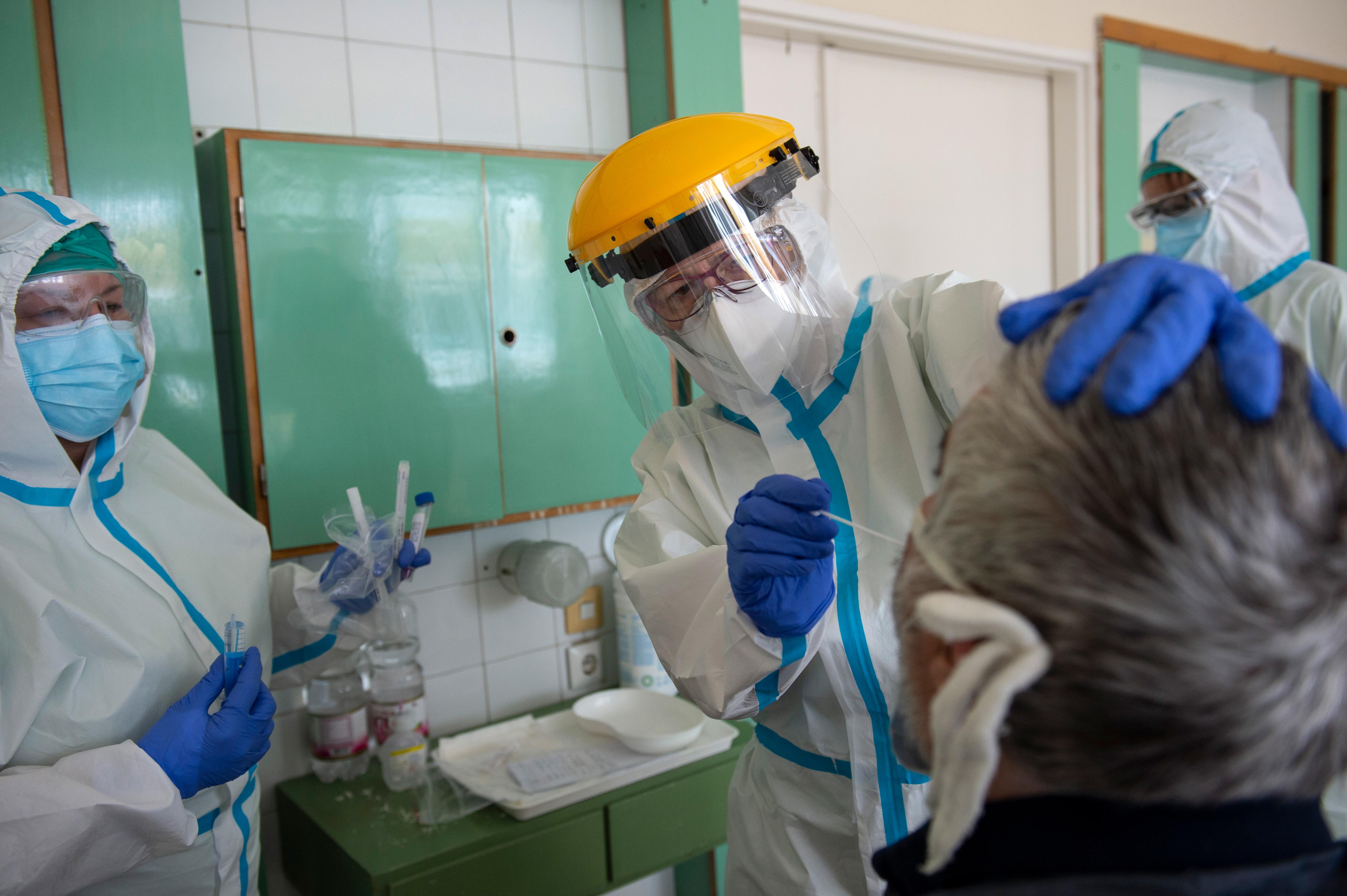 Koronavírus: 17 halott, megdőlt a fertőzésrekord