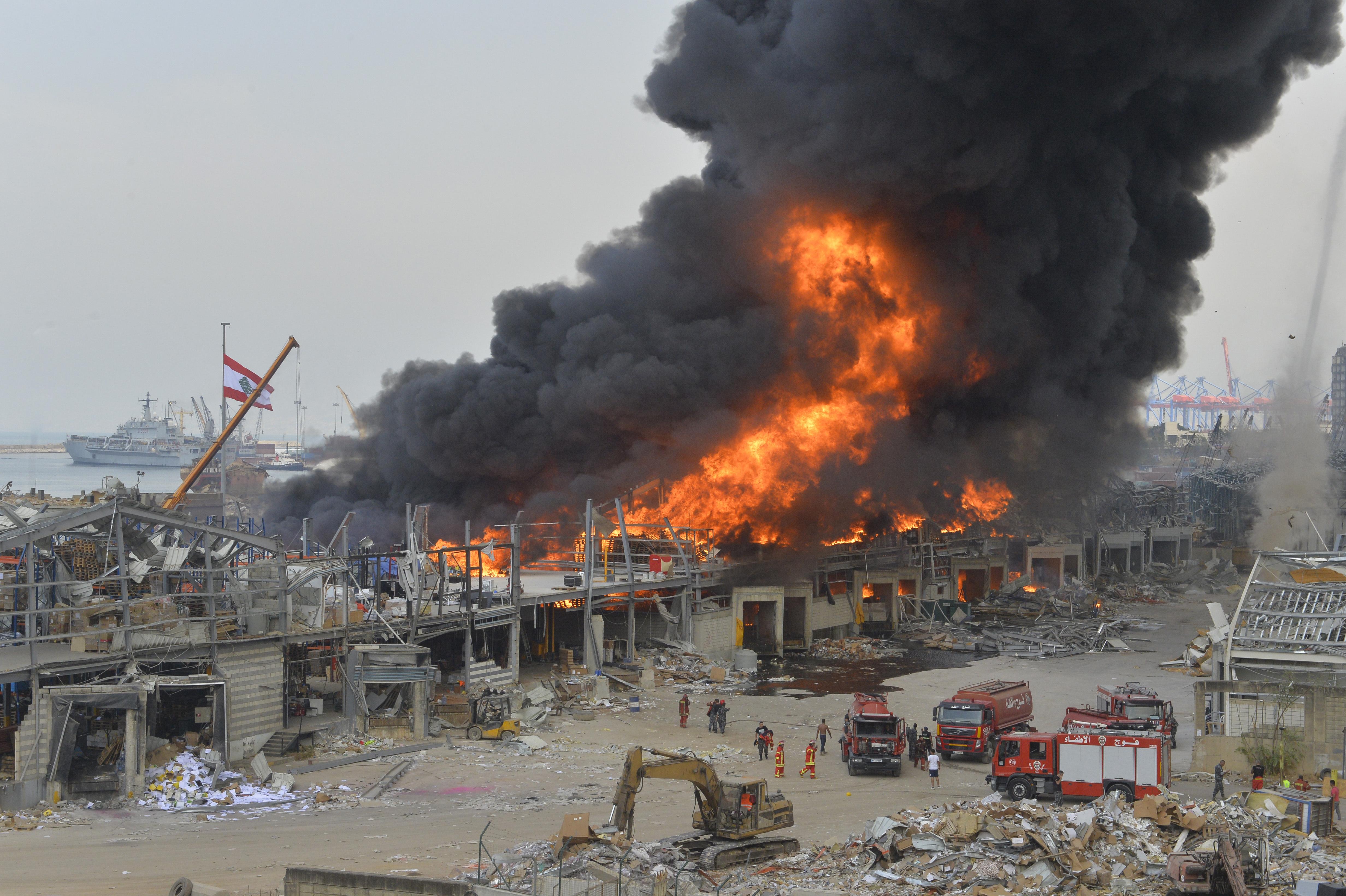 Tűz ütött ki a bejrúti kikötőben