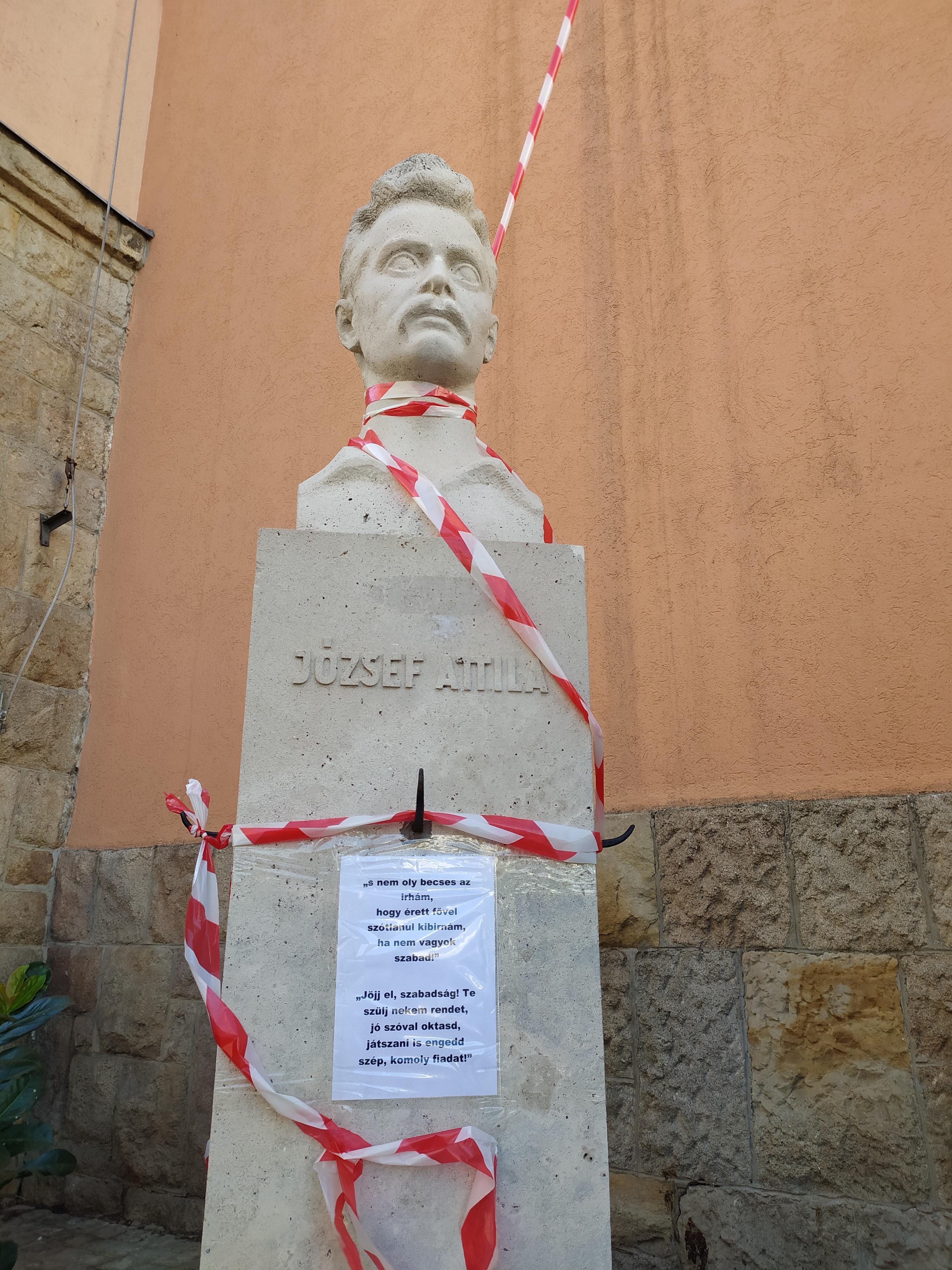 Úgy tiltakozhattak a József Attila gimi diákjai, mint egy ideális világban, aztán jött egy járókelő és bejelentést tett a KLIK-nél