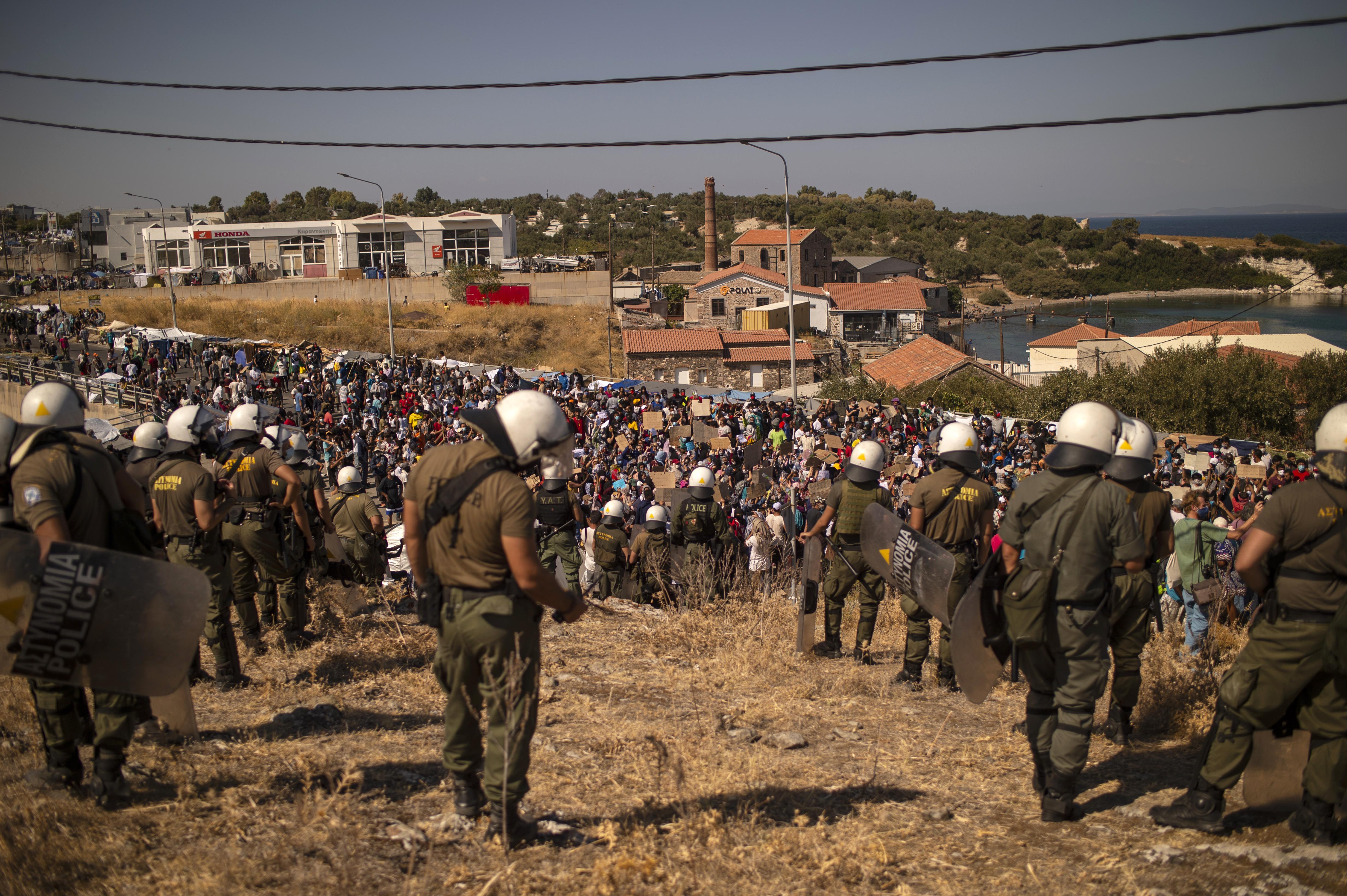 Katonai lőtéren húzták fel az új menekülttábort Leszboszon