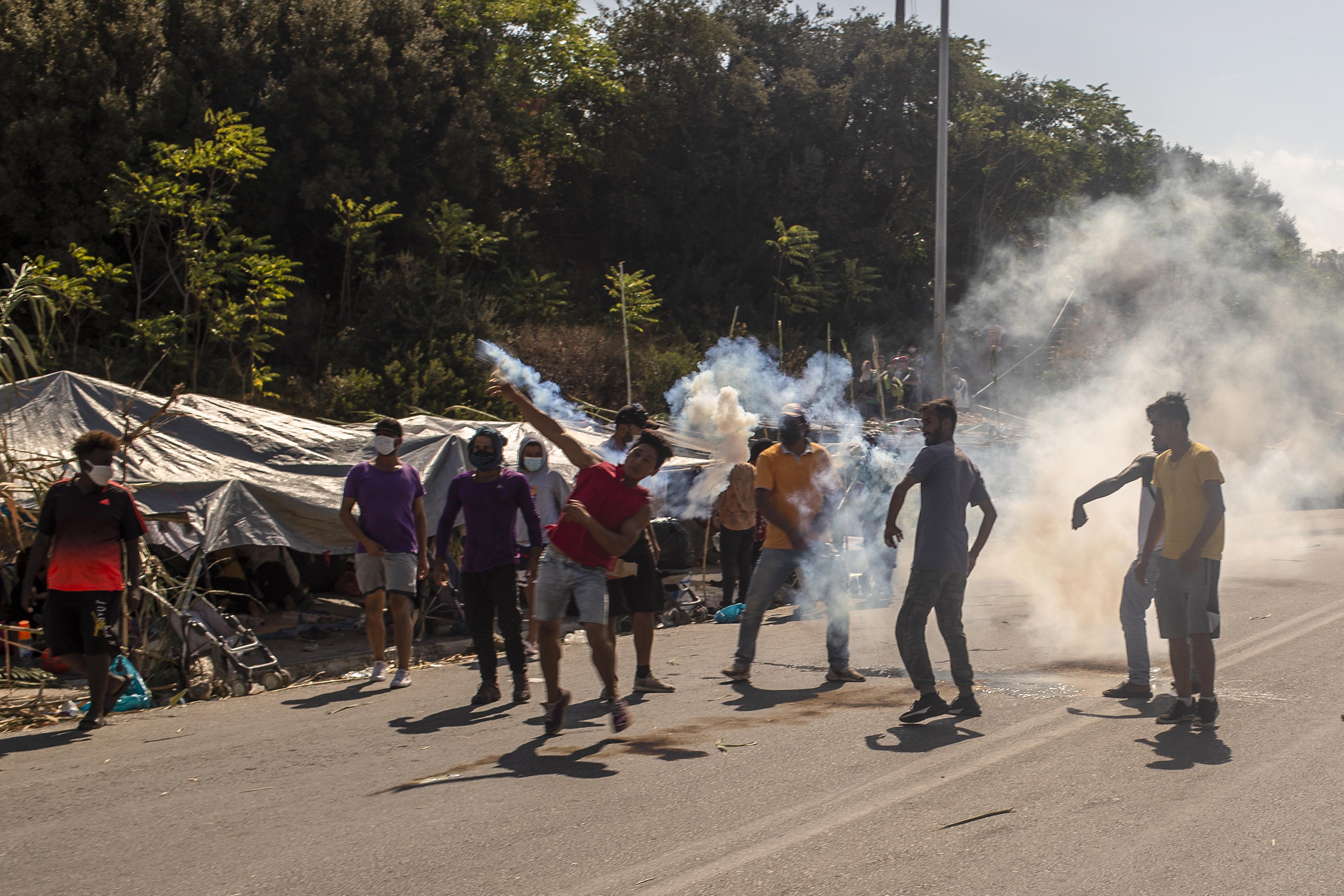 Drámai a helyzet Leszboszon, könnygázt vetett be a rendőrség