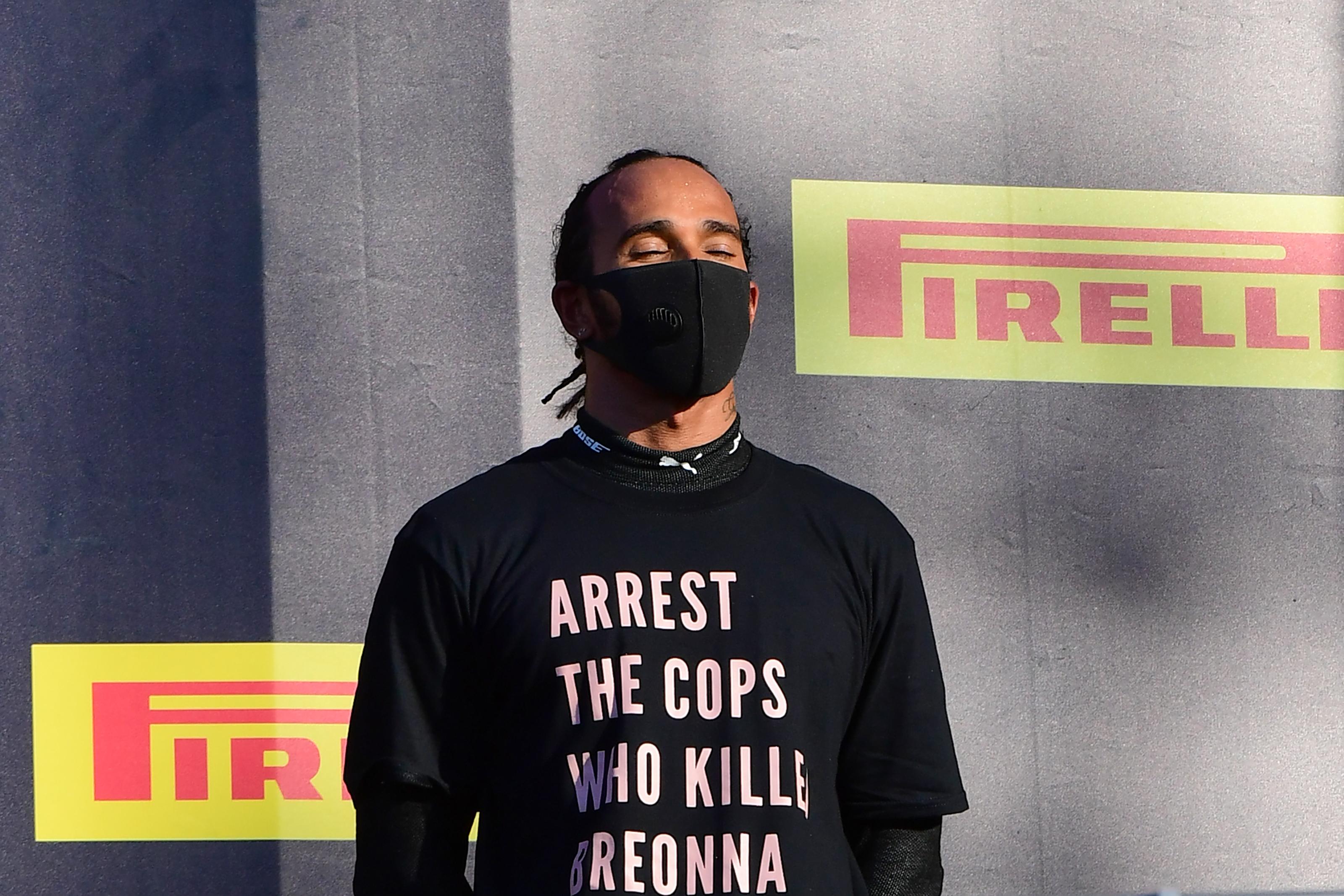 Hamilton a pólójával üzent az amerikai rendőröknek