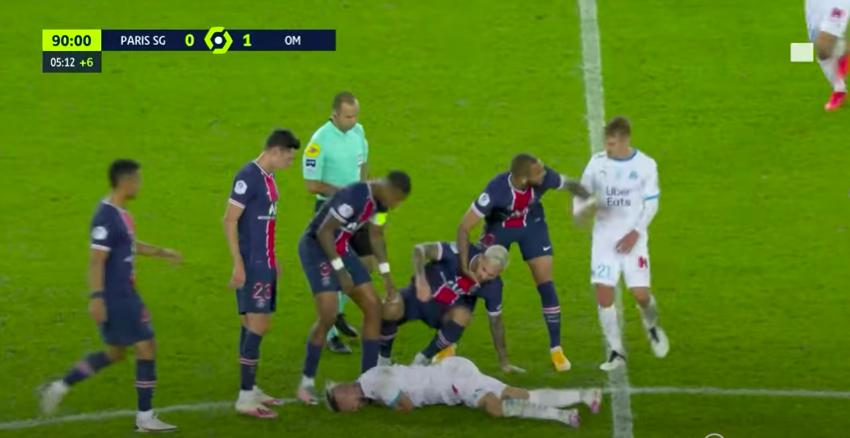 Nem lesz jobb: 5 kiállítás tömegverekedés miatt a PSG-Marseille-en, Neymar is pirosat kapott egy tockosért