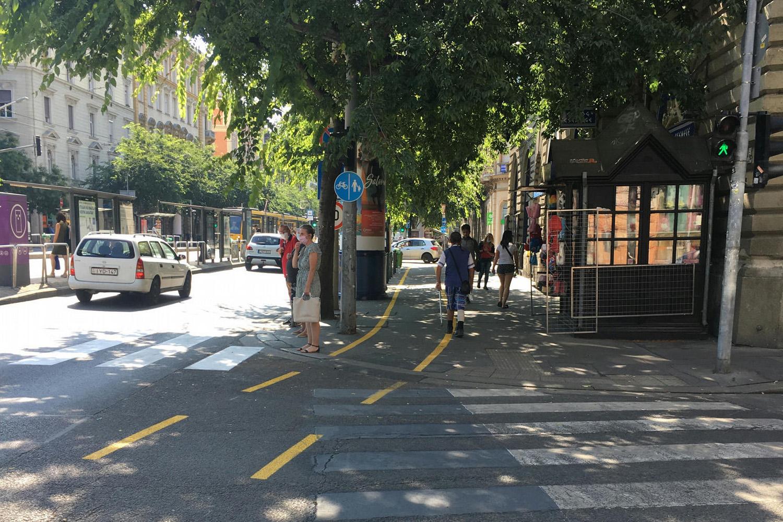Járdára viszik a kerékpársávot a Nagykörút több pontján, hogy az autósok két sávja feltétlenül megmaradjon