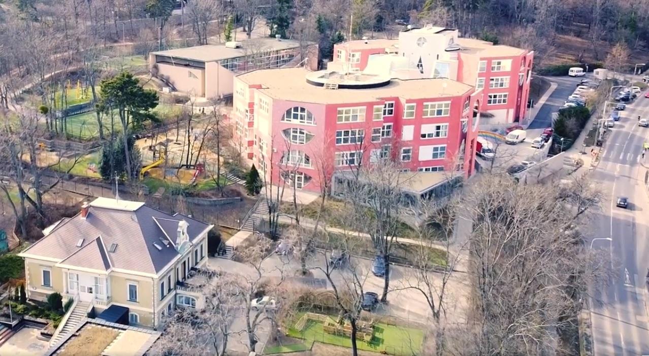 A Lauder Javne Iskola átáll online oktatásra, csak az óvodások és az alsósok járhatnak be