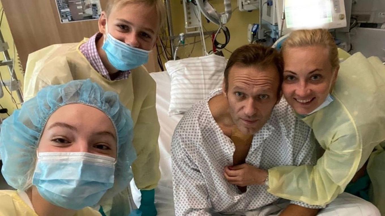 Orvosok megvizsgálták Navalnijt, és azt kérik, hagyja abba az éhségsztrájkot, mert belehalhat
