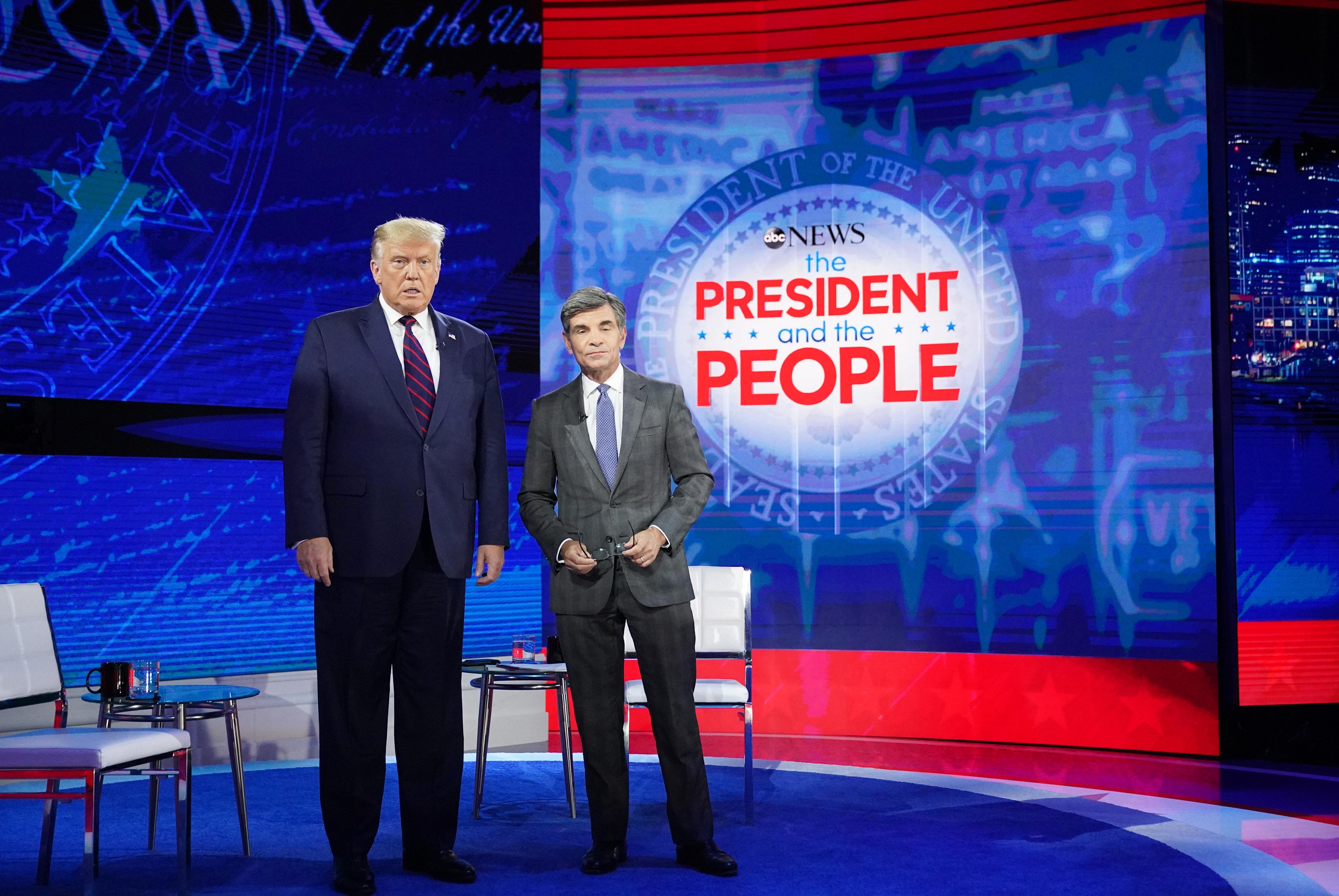 Trump: Az emberek nyájmentalitást fognak kifejleszteni a koronavírus ellen