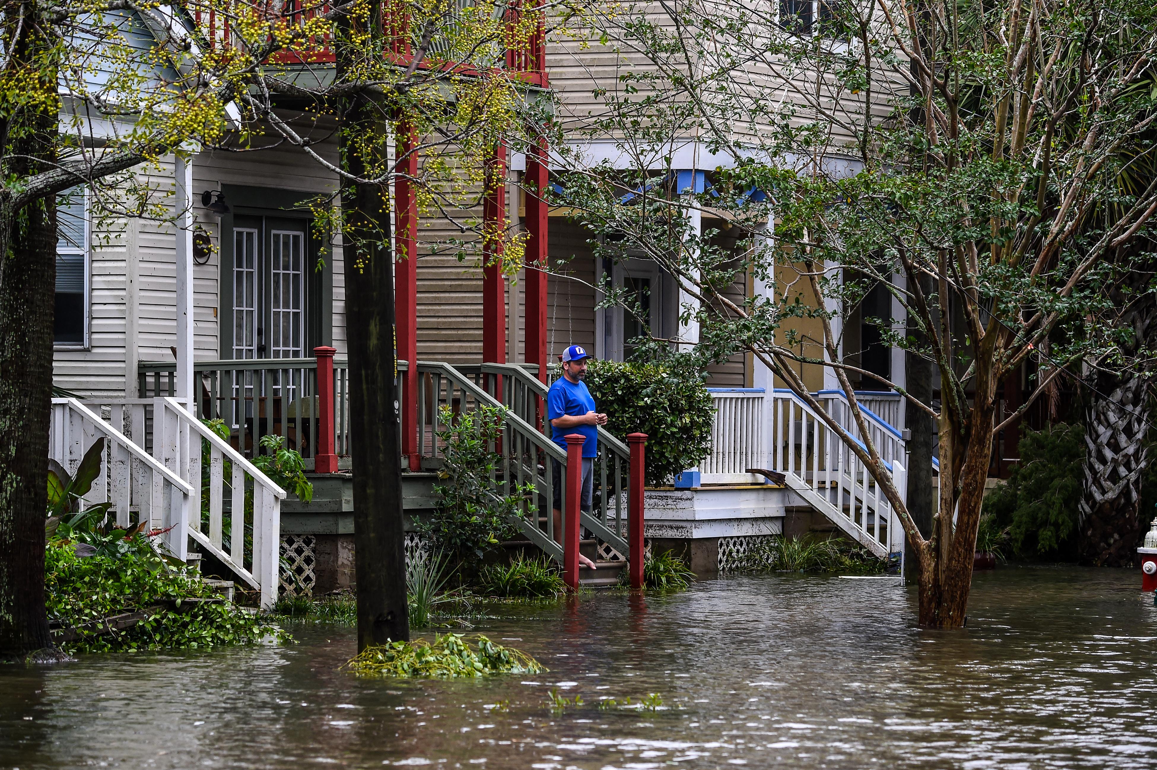 Súlyos áradásokat okoz a Sally hurrikán az USA öbölparti térségében