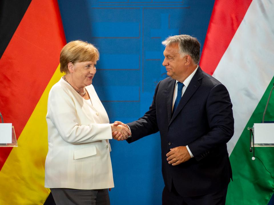Merkel szerint engedni kell a magyar és lengyel igényeknek valamennyit, mert ilyen a politika