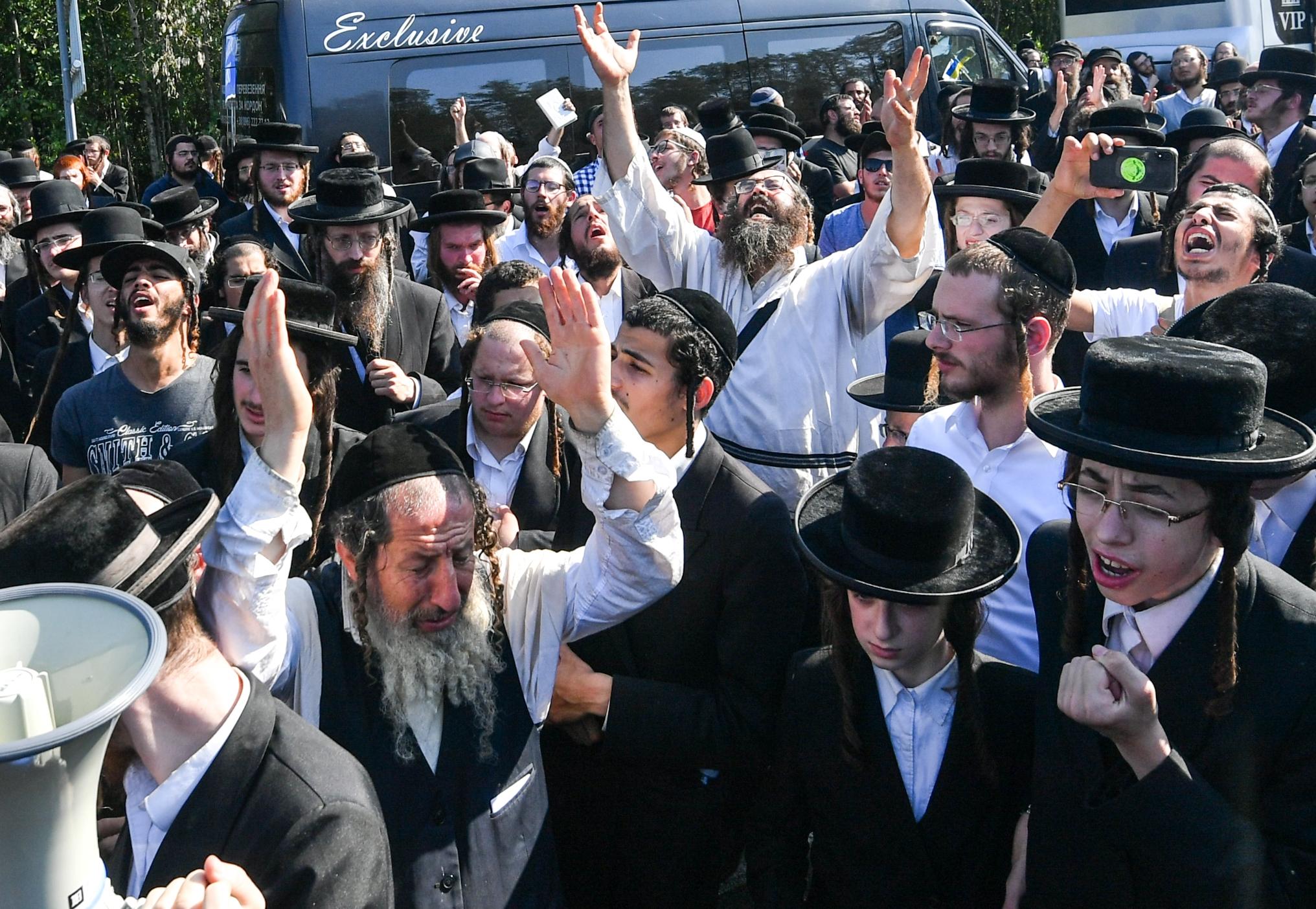 Még mindig több mint ezer haszid zsidó zarándok rostokol a fehérorosz-ukrán határnál