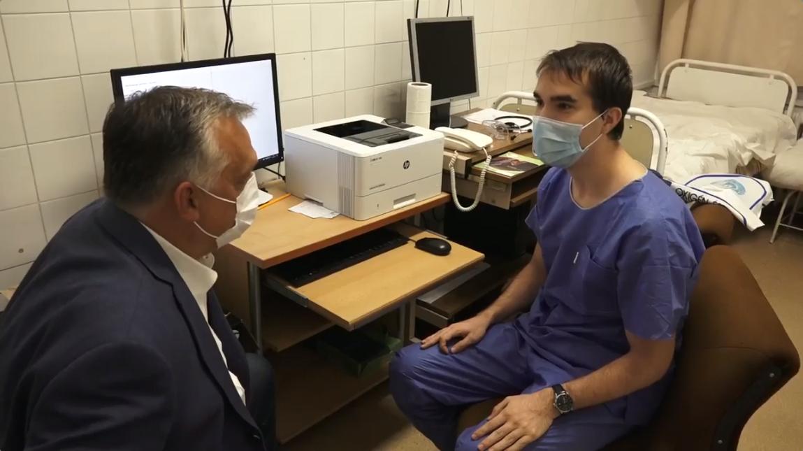Orbán azonnal félbeszakította az orvost, amikor az elkezdte mondani, hogy mi a gond a lélegeztetőkkel