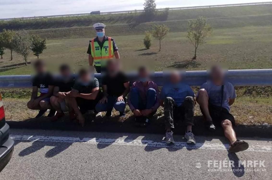Szigorúan őrzött határkerítés: hat szírt találtak Fejér megyében