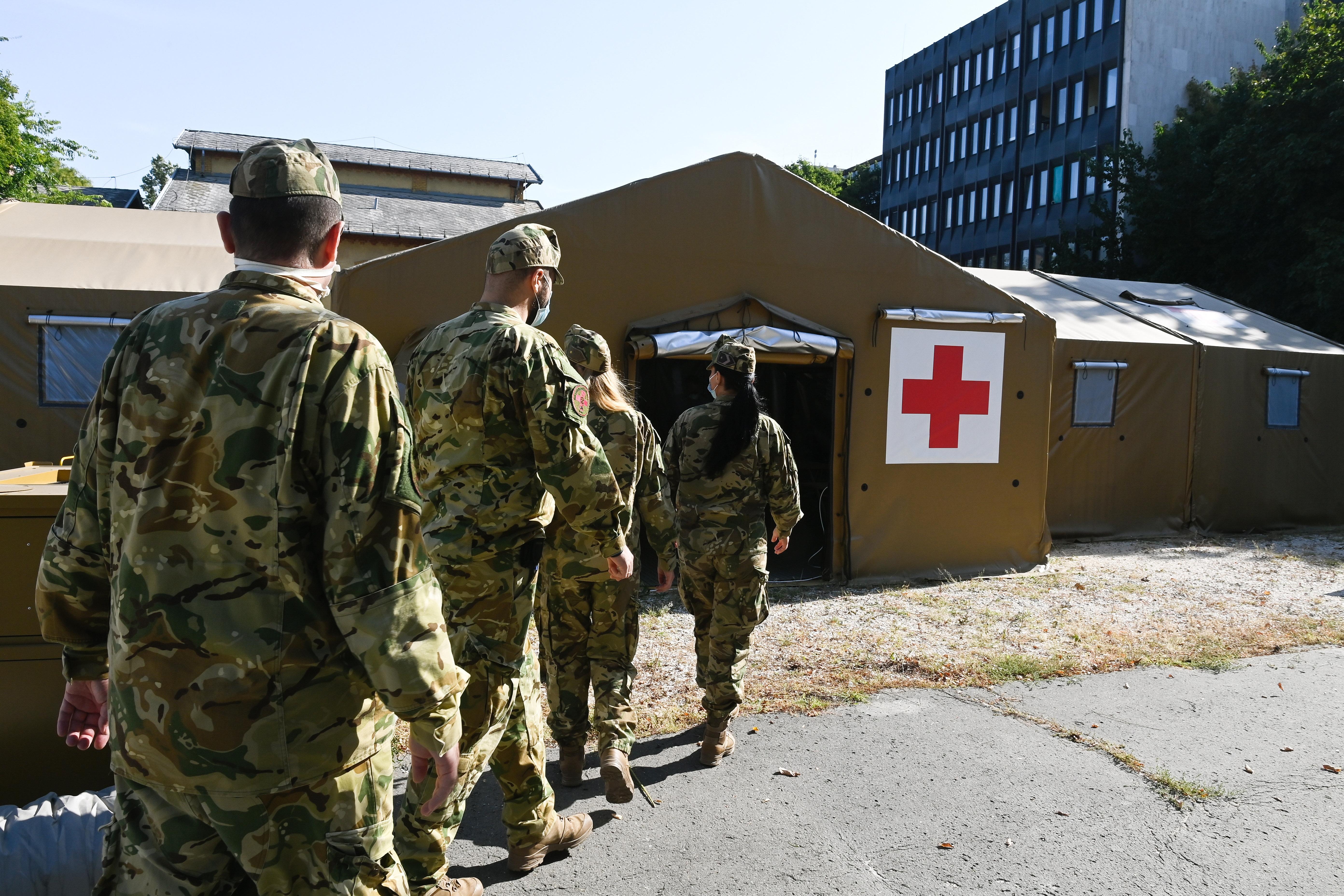 Újból üzembe helyezik a katonai szűrősátrakat a Dél-Pesti Centrumkórház udvarán