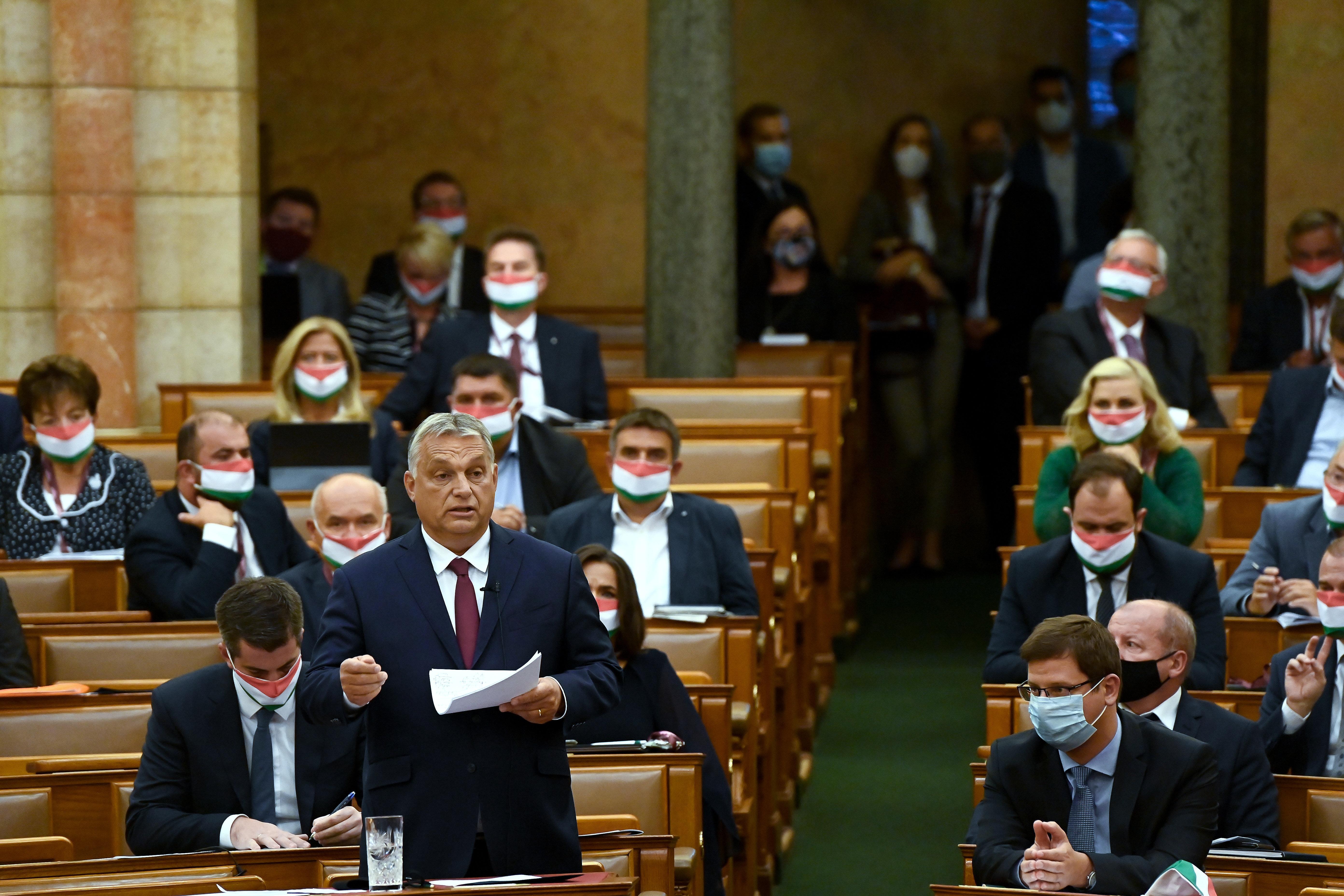 Orbán háborús retorikával tüzeli táborát 2022-re