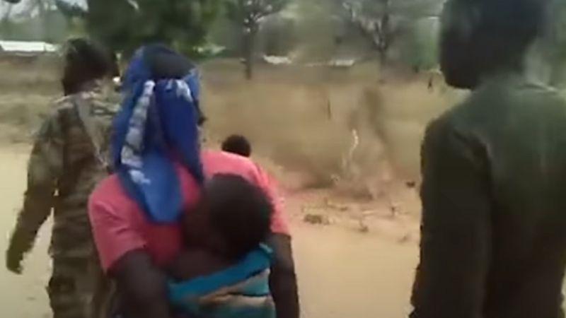 Elítélték a kameruni katonákat, akik nőket és gyerekeket lőttek le