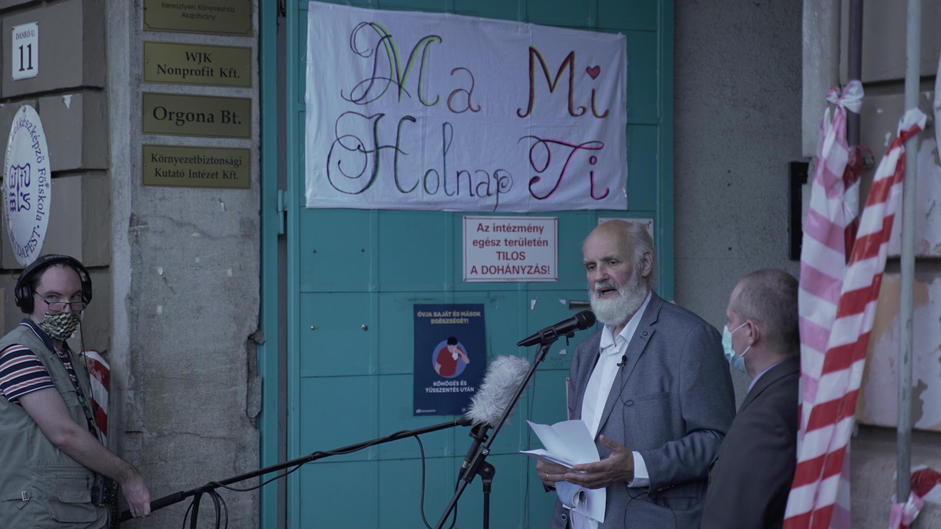 A IX. kerület polgármestere 1,5 millió forinttal támogatja Iványi Gábor egyesületét