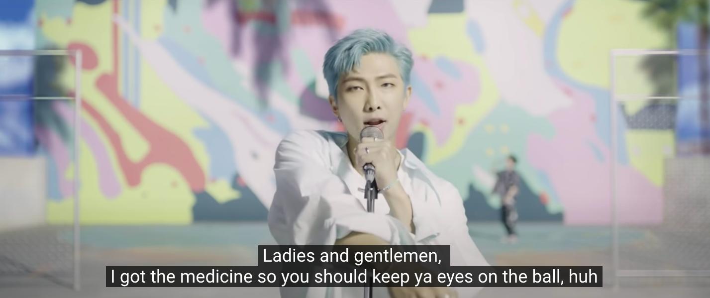 A koreai BTS fiúbanda fanatikus rajongói becsicskítottak egy ismert brit újságírót és keményen betámadtak egy tévést