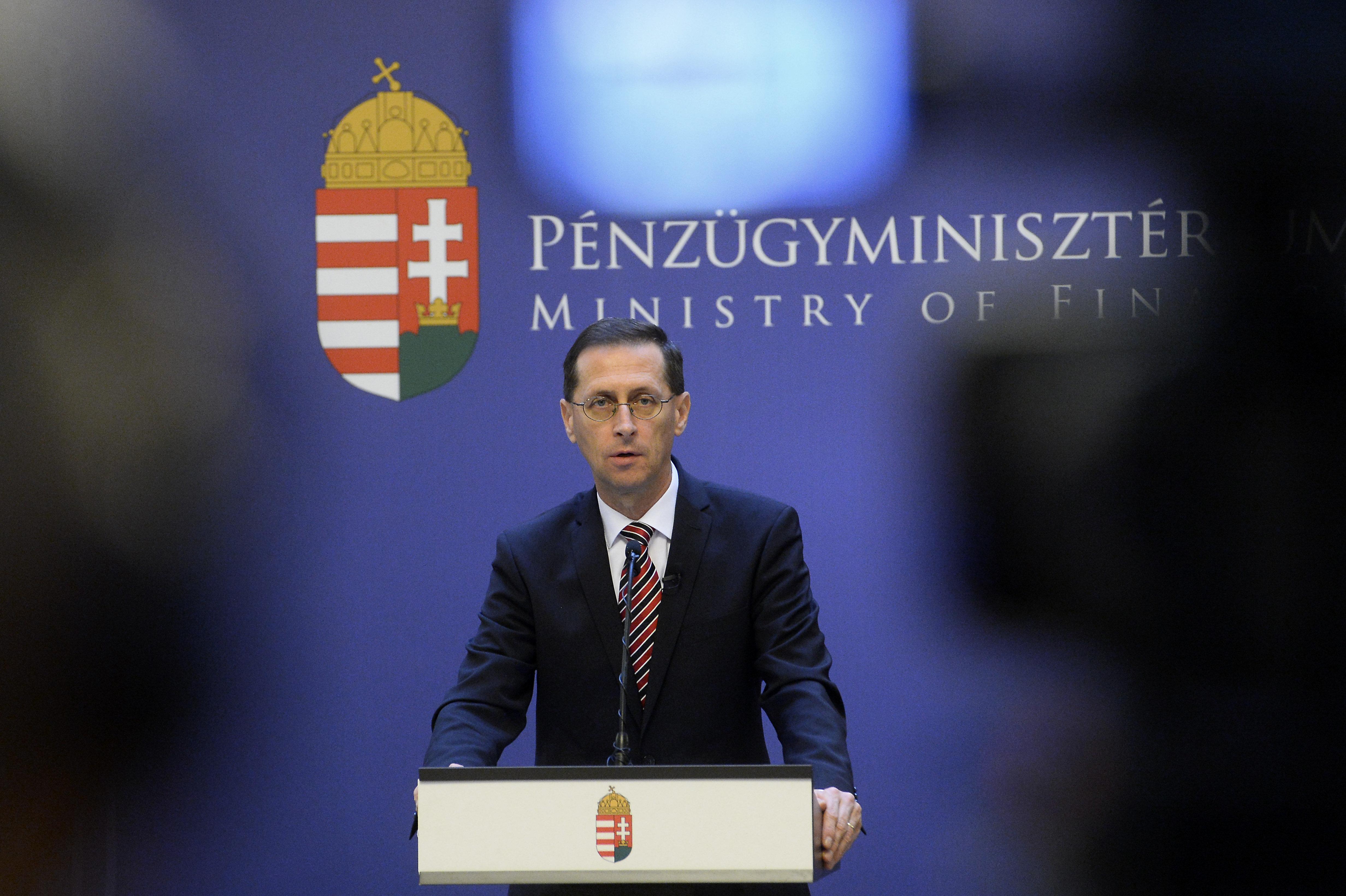 Varga Mihály szerint a kormány 3-4 százalékkal tudta fékezni a gazdaság visszaesését