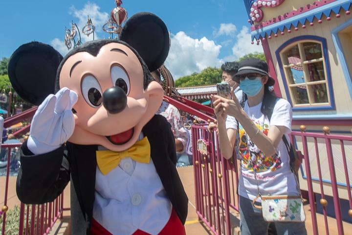 A Disney 28 ezer embert rúgott ki a járvány miatt