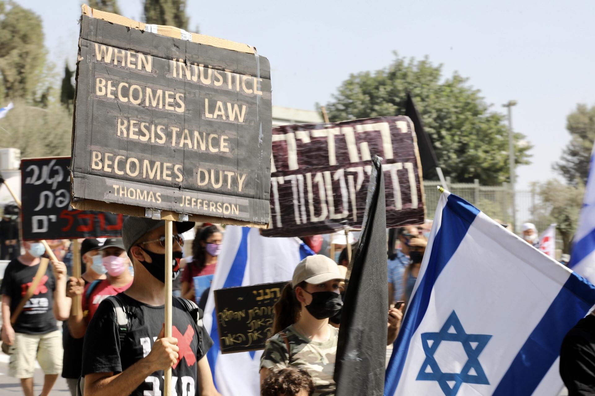 A járványra hivatkozva töri meg az ellene szerveződött tüntetéshullámot Izraelben Netanjahu kormánya