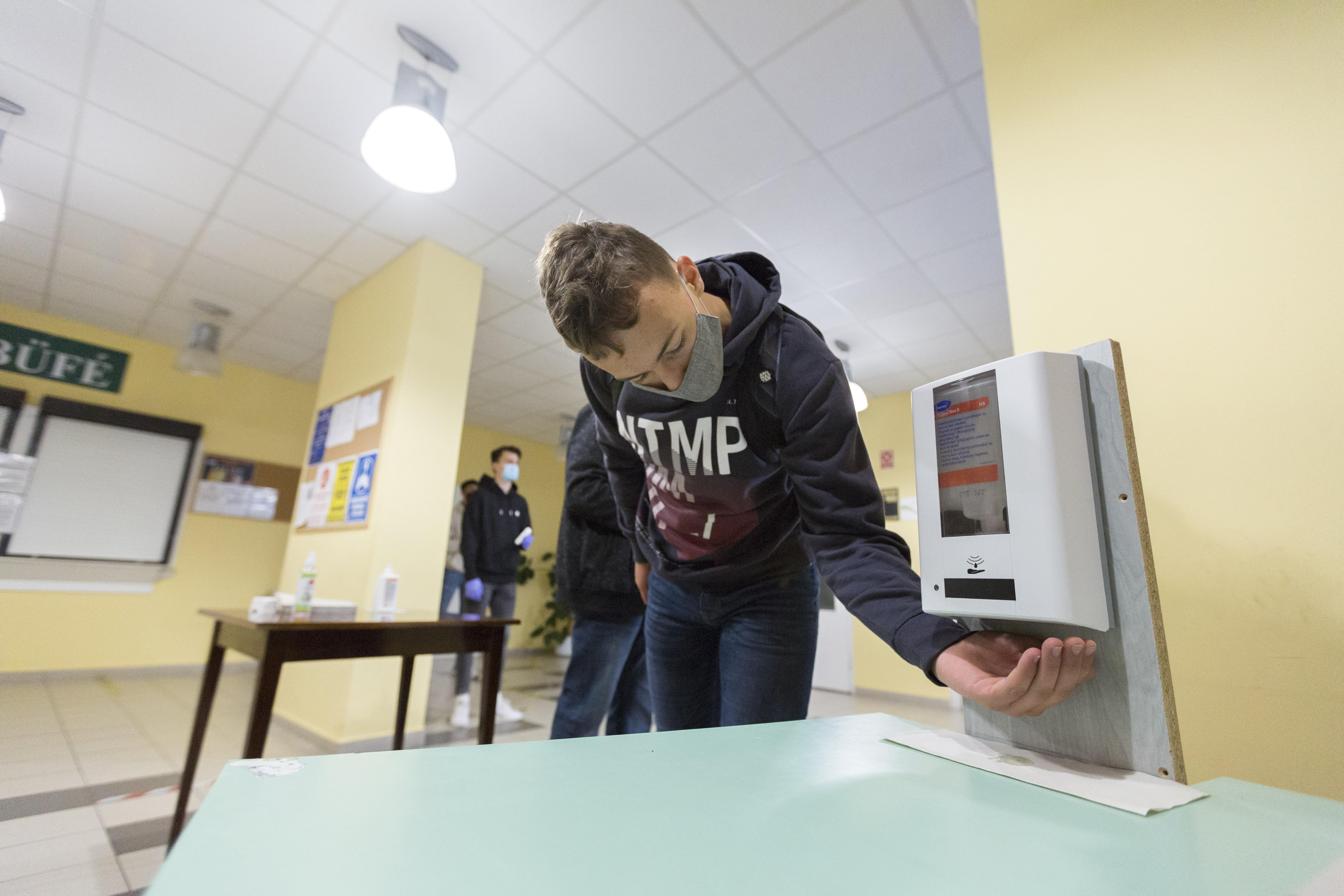 Rendeletbe írta a kormány, hogy április 19-én nyitnak az óvodák és az iskolák