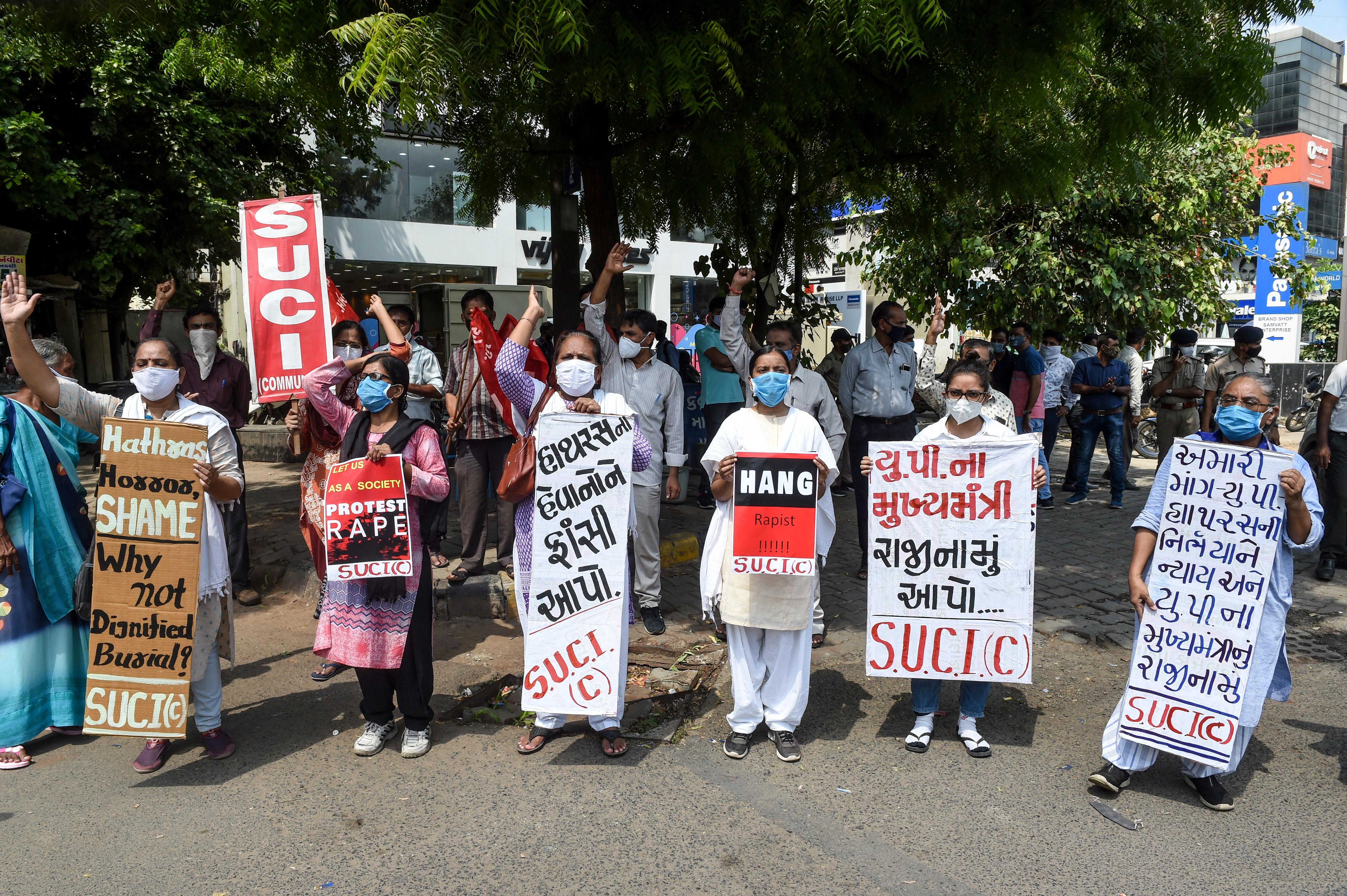Megint csoportosan megerőszakoltak egy indiai nőt, folytatódnak a demonstrációk